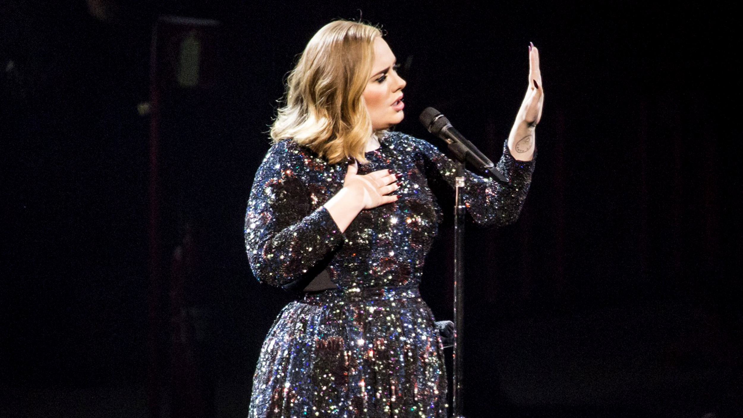 Adele Forgets Her Own Lyrics Onstage