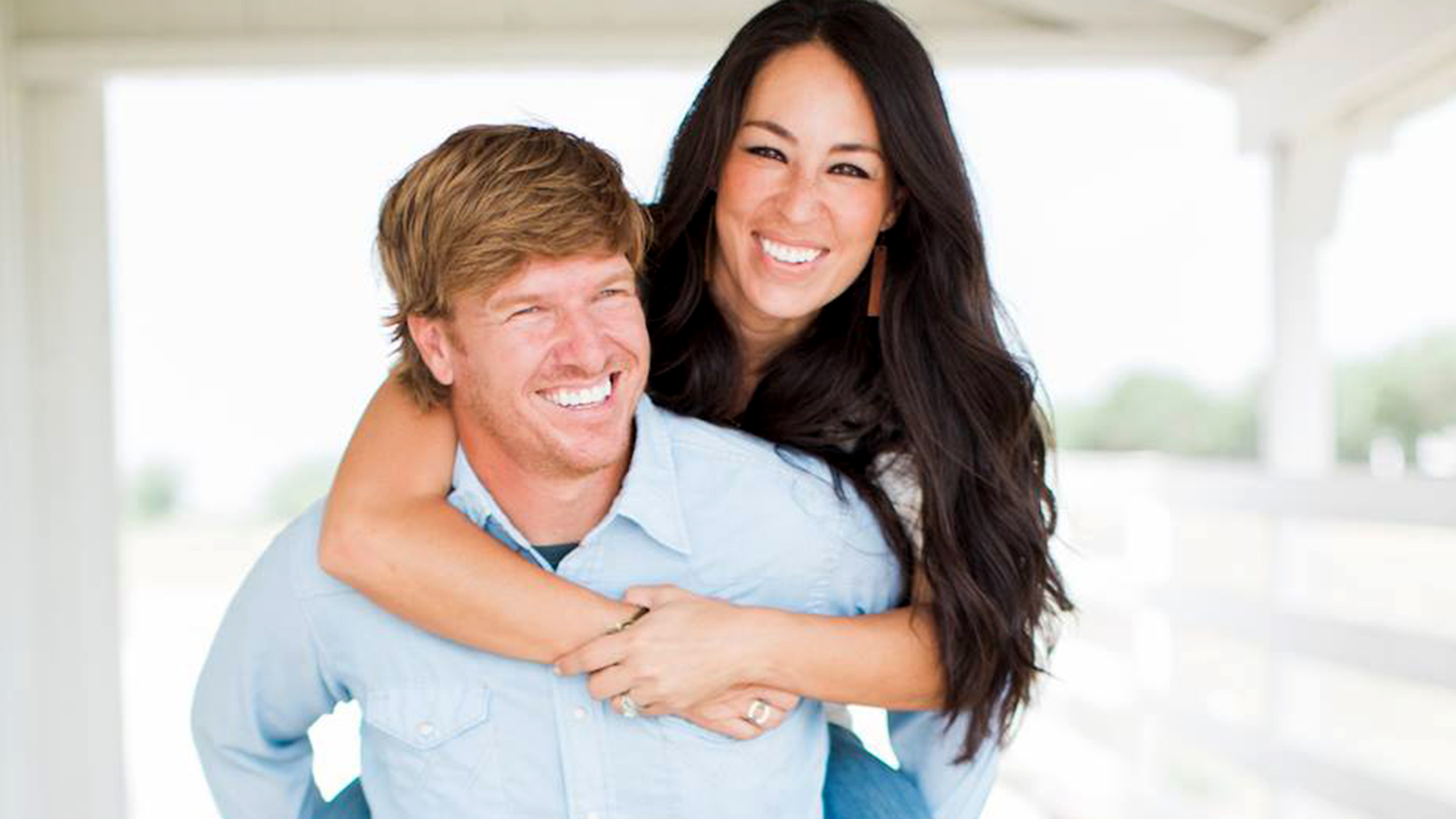 chip and joanna gaines reveal their sweet marriage secret in 39 the magnolia story 39. Black Bedroom Furniture Sets. Home Design Ideas