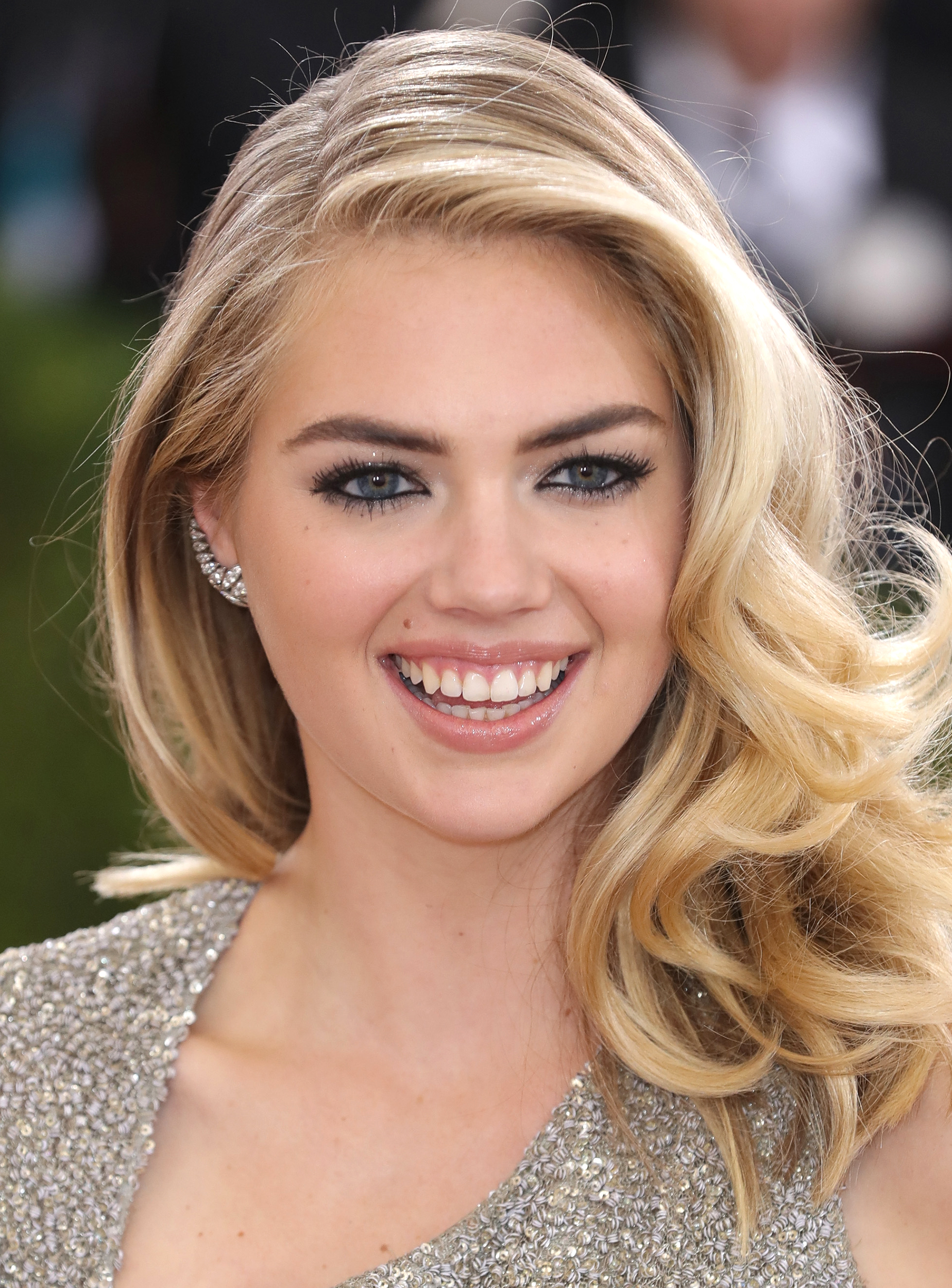 28 best hairstyles for round faces
