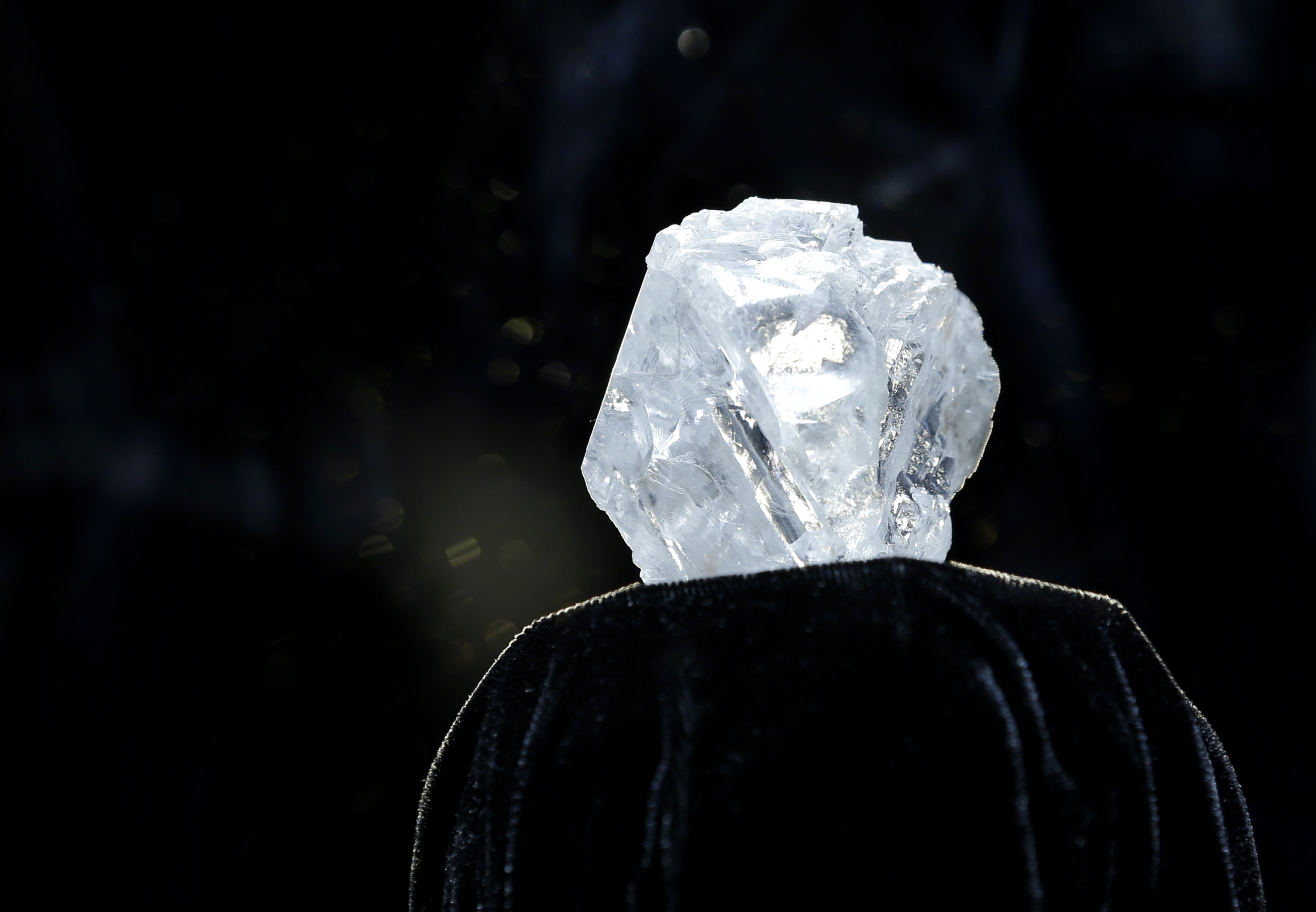 breakingviews mask prize diamond mid less rona view market considered oppenheimer sales cuts a sparkly rough la lesedi