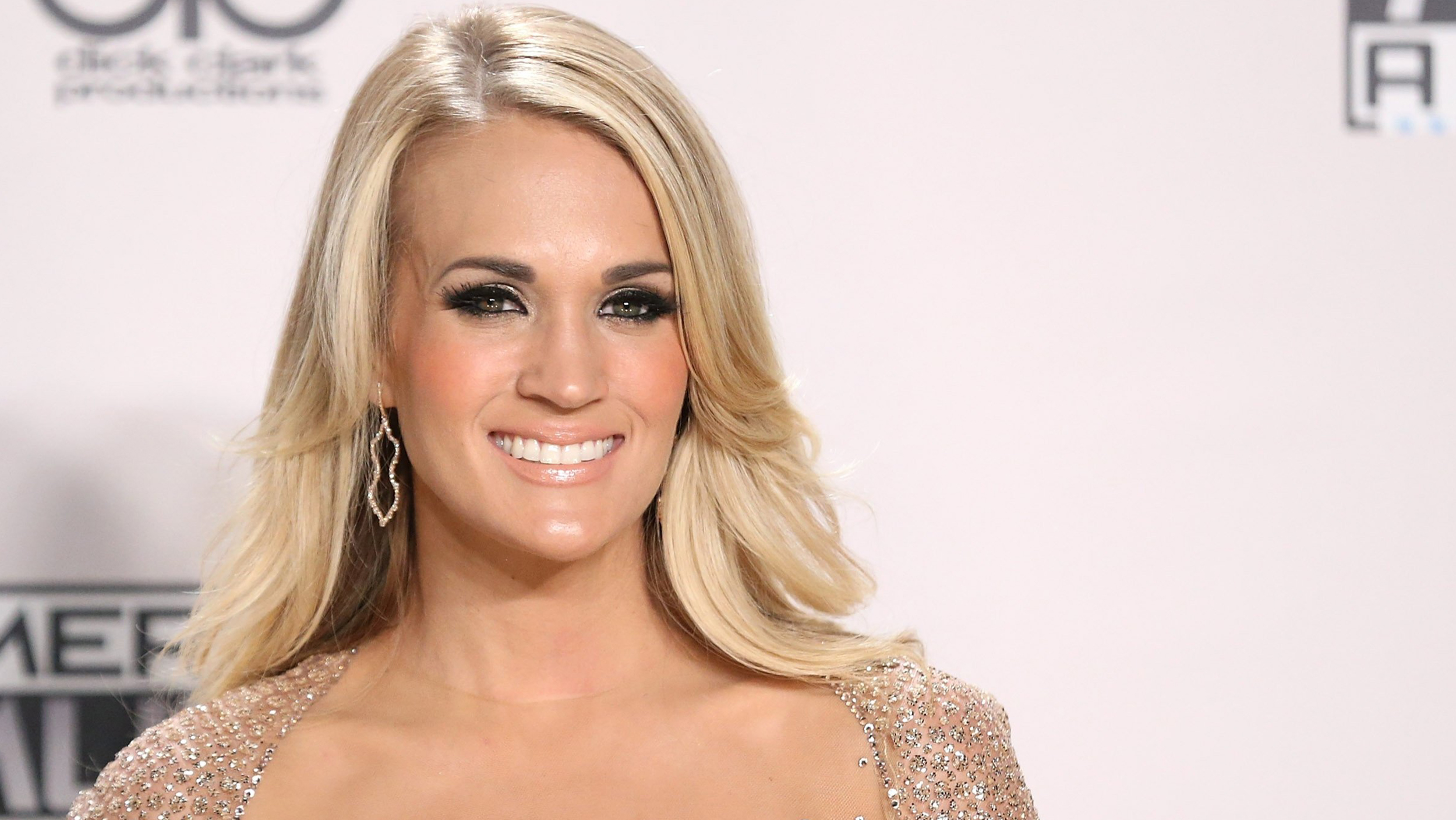 Carrie Underwood Goes Makeup Free Workout Selfie See Photo T102224