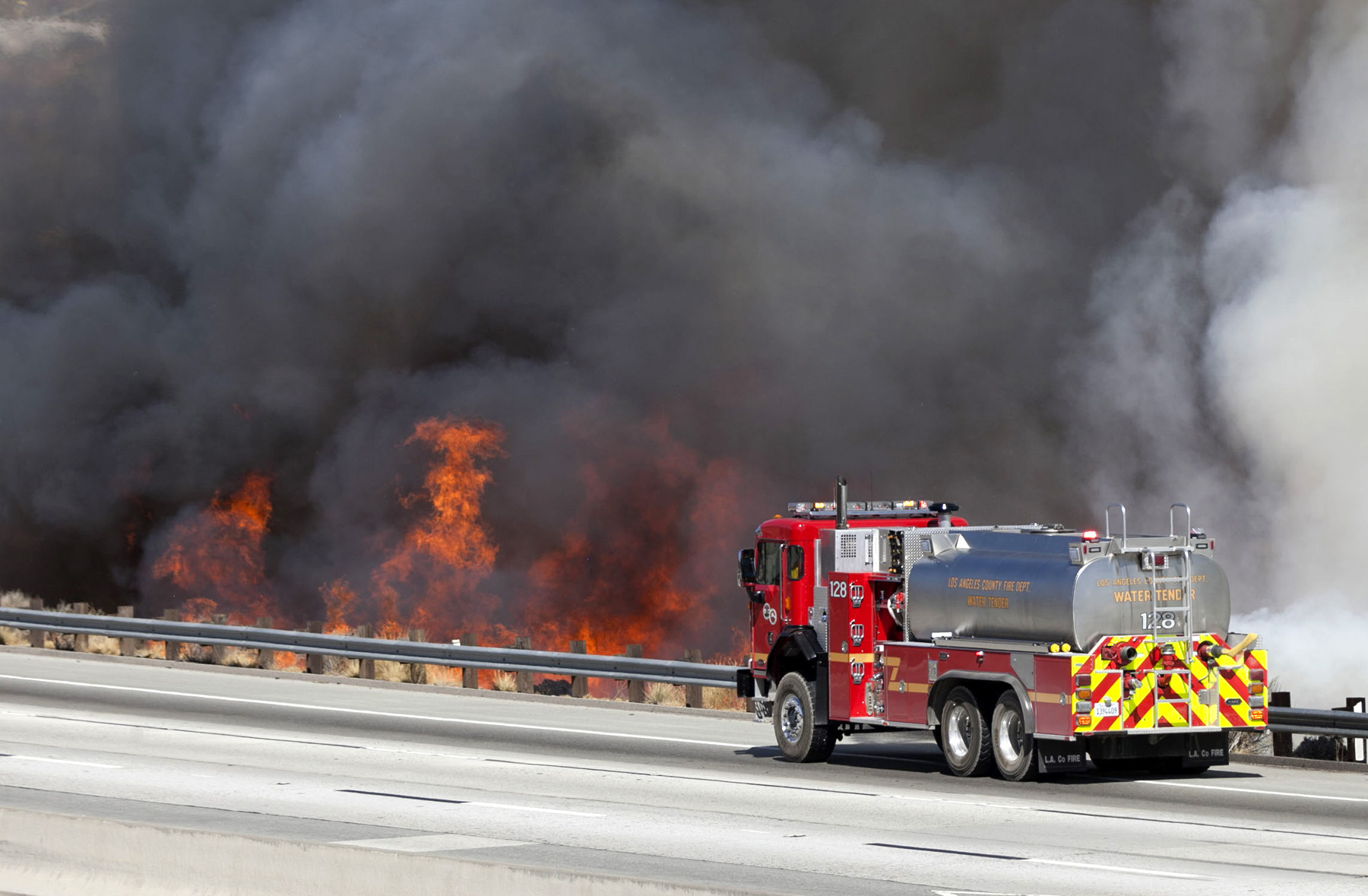 LA Now California wildfire updates Fastmoving fire in Santa Cruz mountains threatens structures