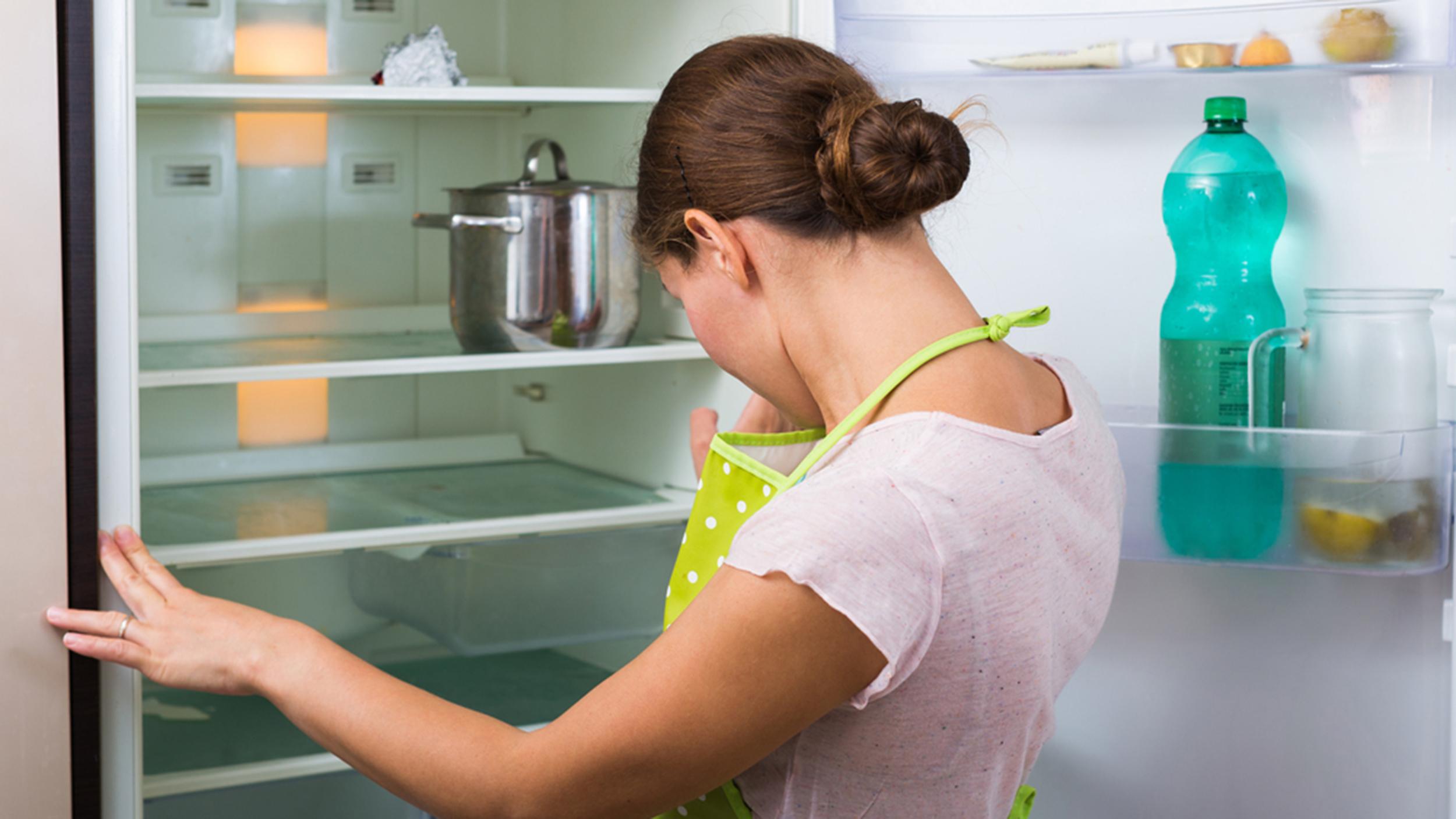Что ложат в холодильник чтобы не было запаха