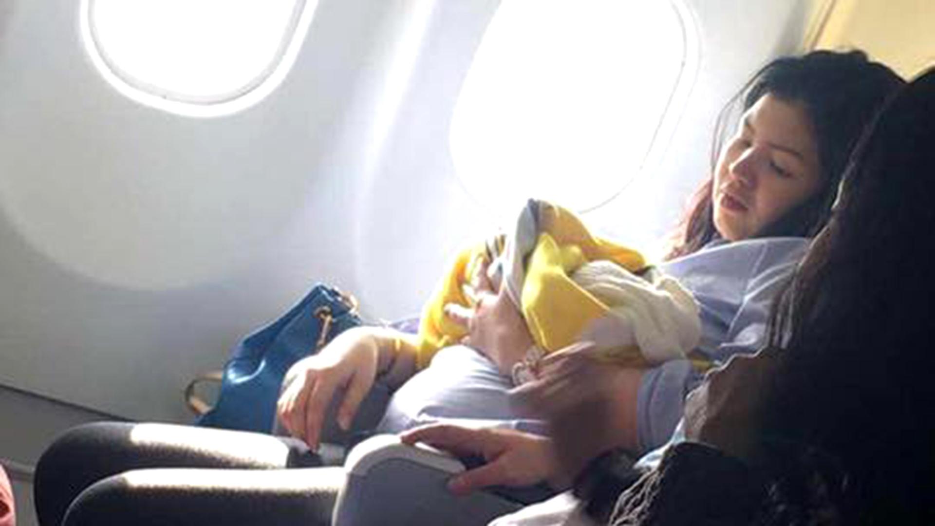 Tease in a plane calentona en el avion 4