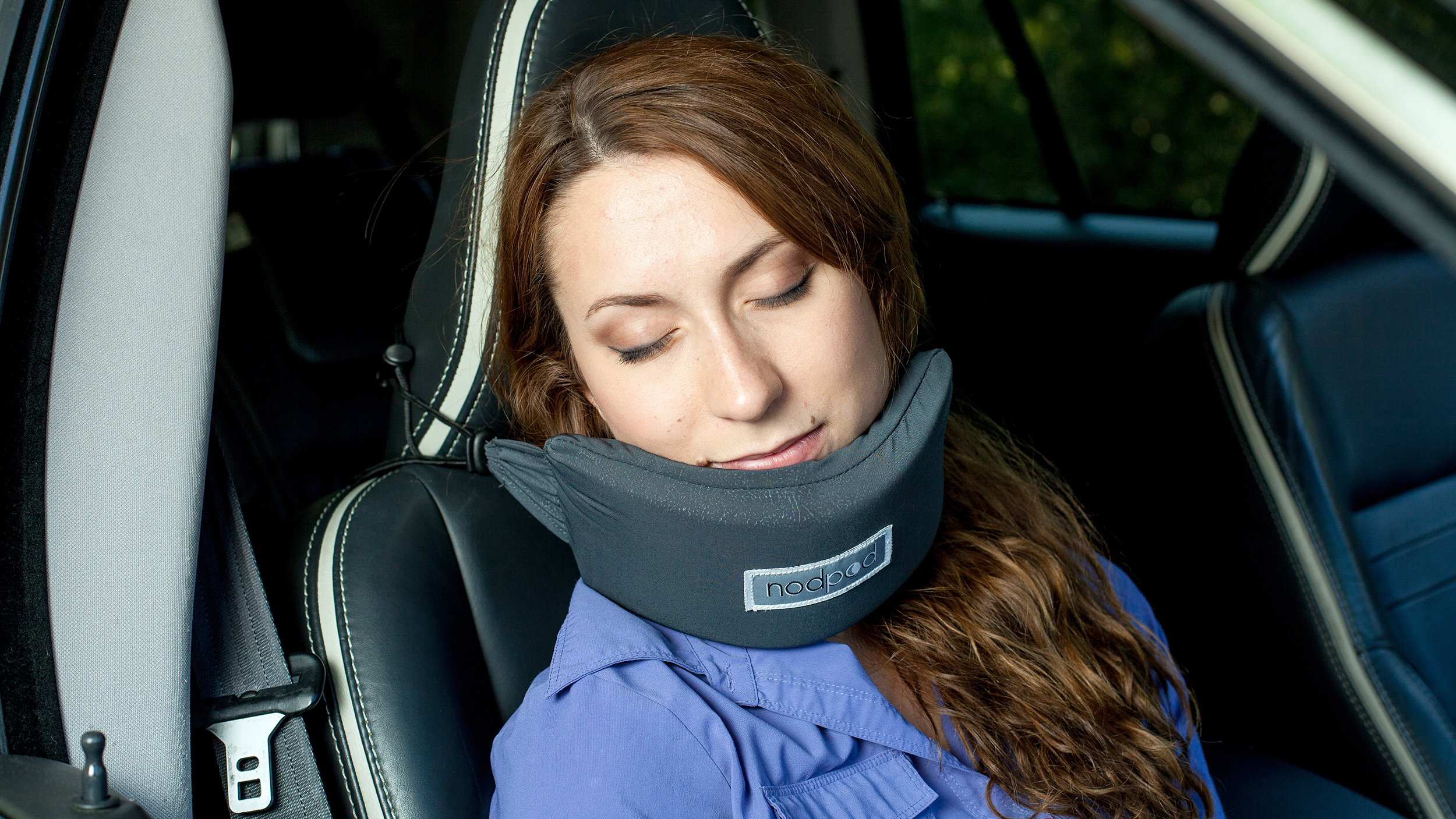 Head Hammock Neck Pillow Helps You Sleep On A Plane