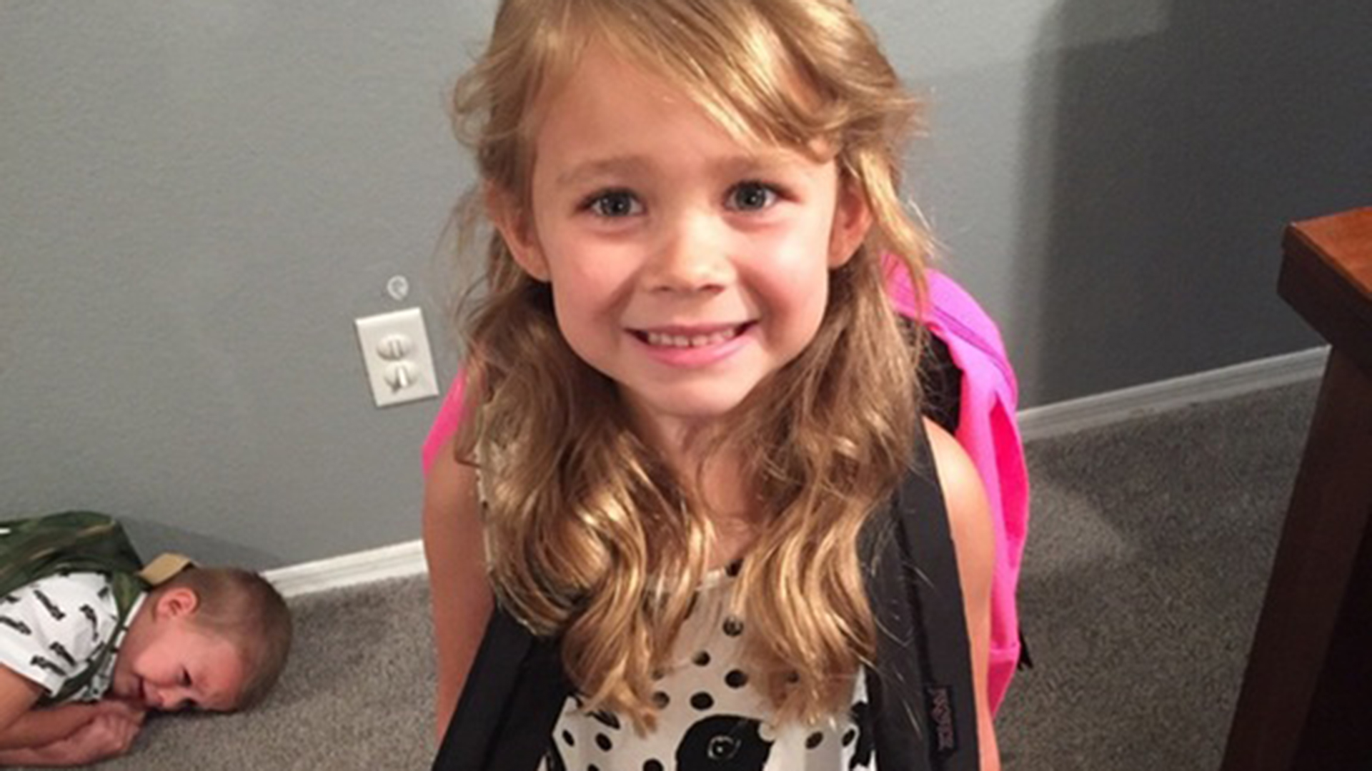 Photo Shows There Are Types Of Kids On The First Day Of School - Little girls reaction to seeing her parents clearly for the first time is adorable
