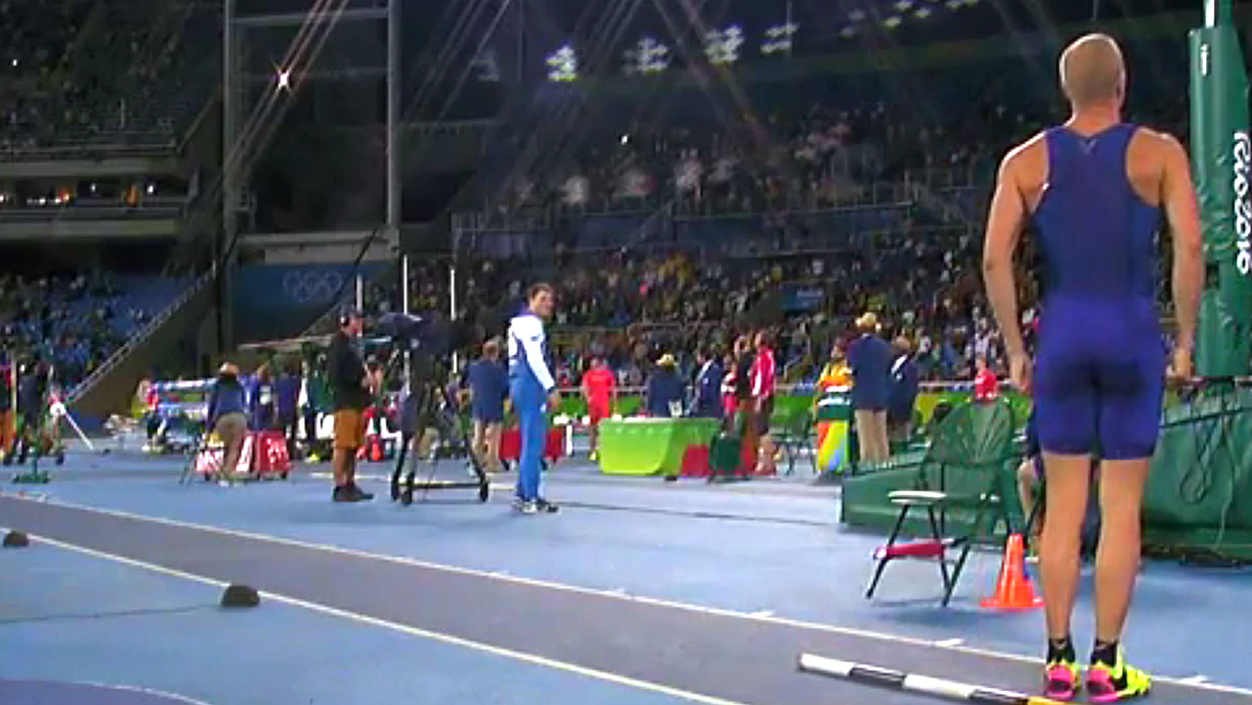 US pole vaulter Sam Kendricks stops mid-stride to stand at attention for national  anthem