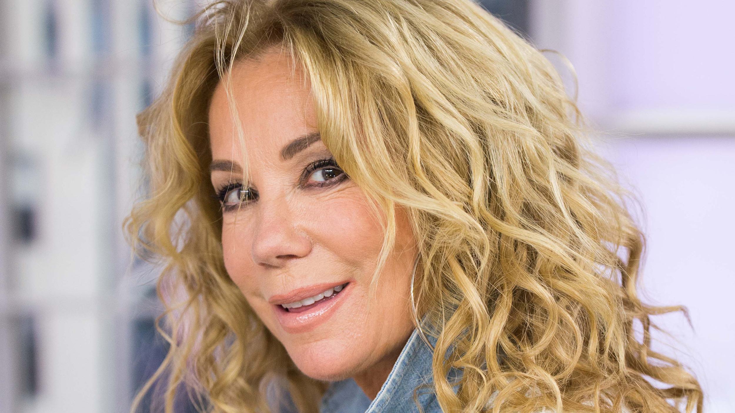 Todays Hair Styles : How to get Kathie Lee Giffords curly hairstyle on TODAY - TODAY.com