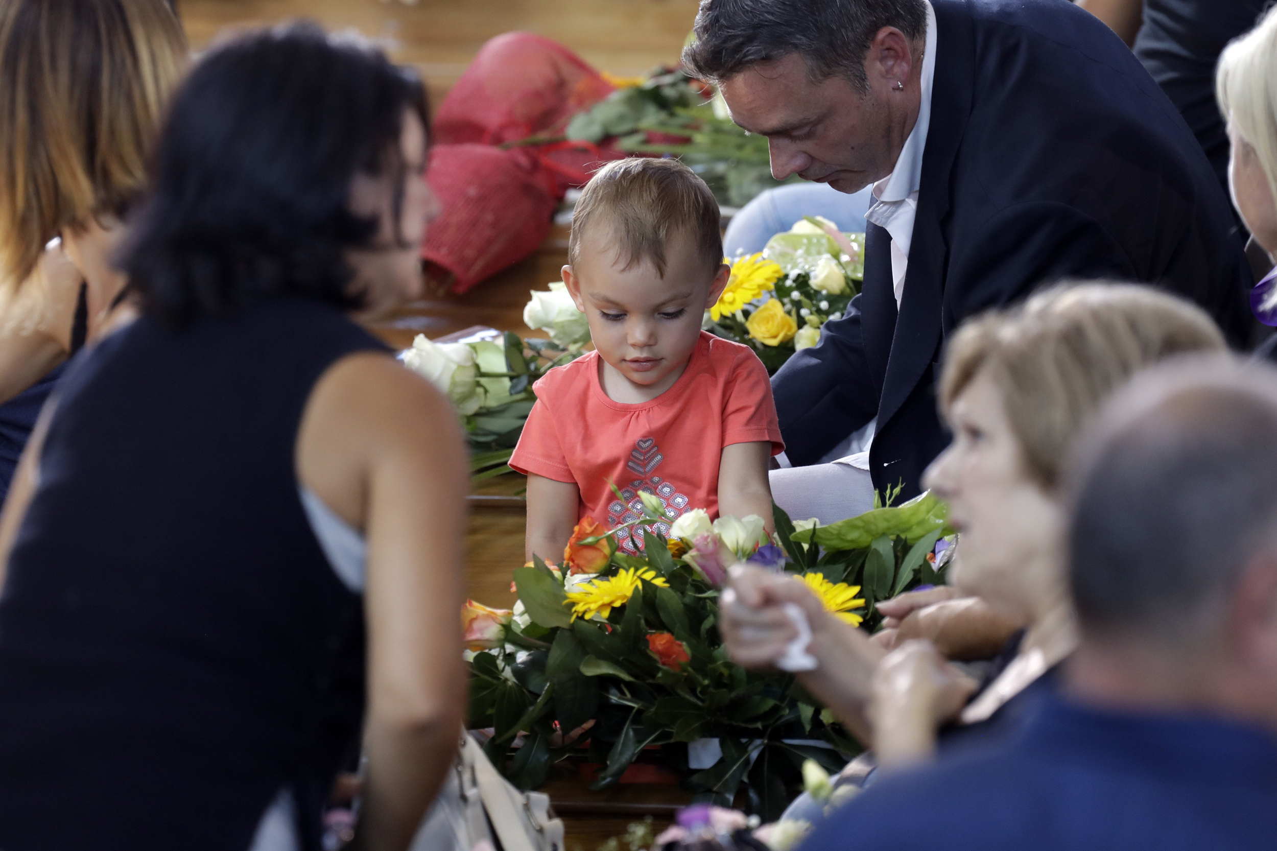Italy mourns earthquake victims in mass funeral izmirmasajfo