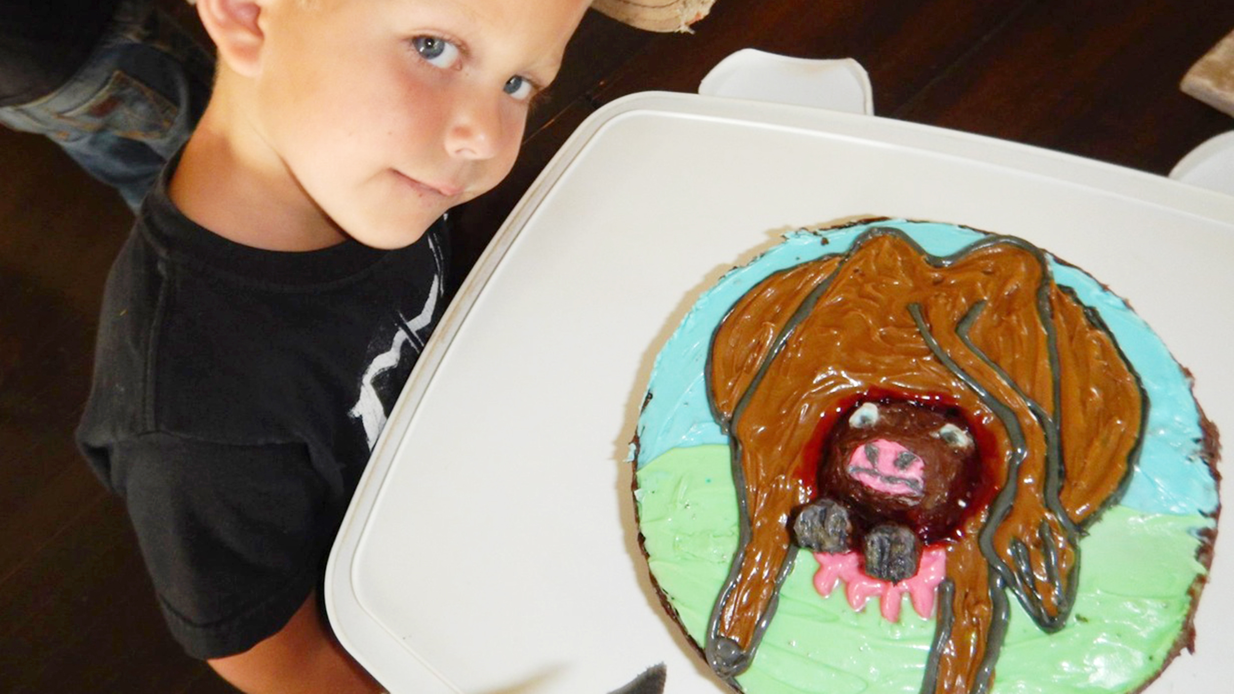 Birthday Cake Images To Son : Creative mom makes son  cow having a calf  birthday cake ...