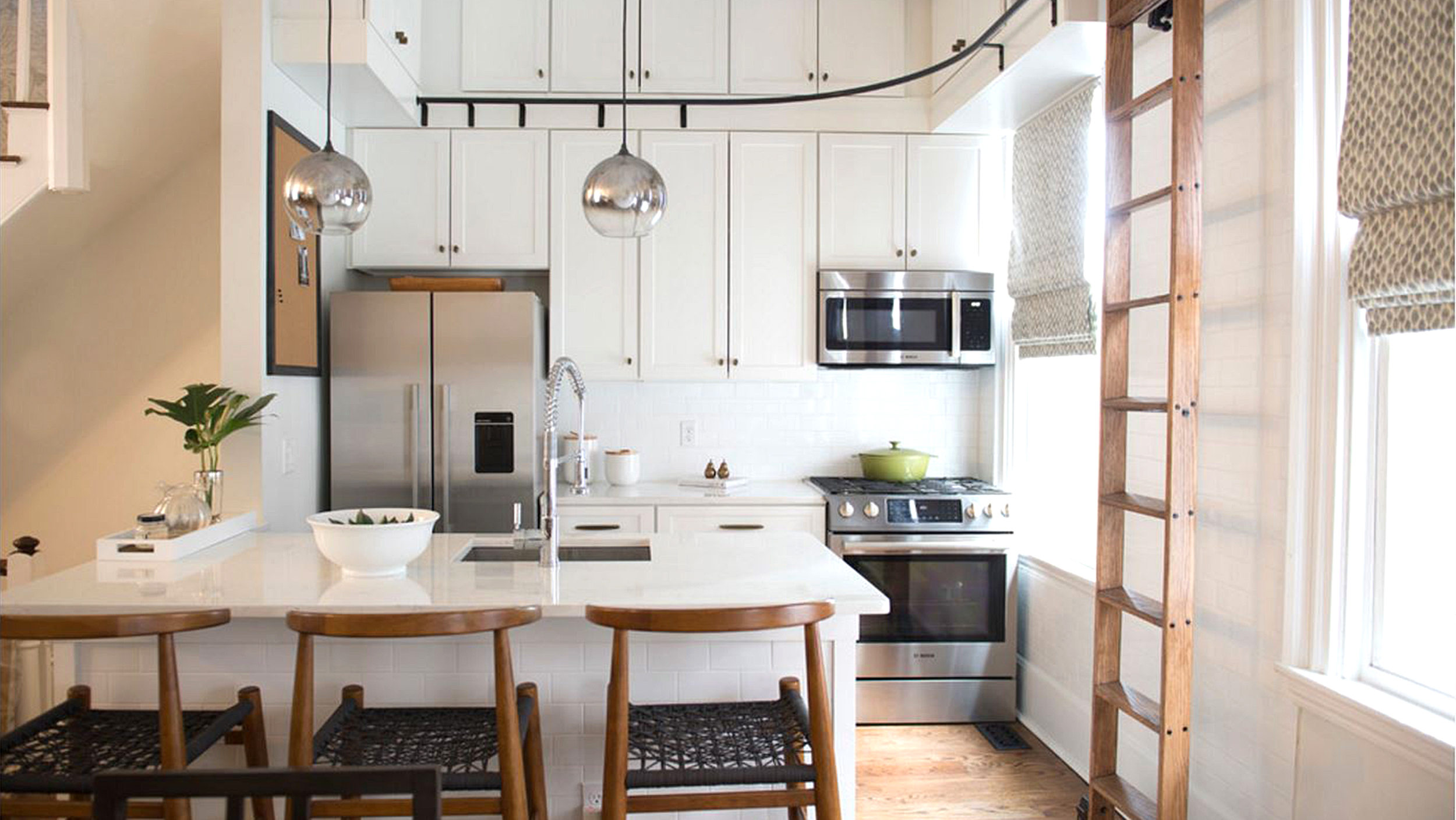 Kitchen maximizes storage with the help of a ladder — see how