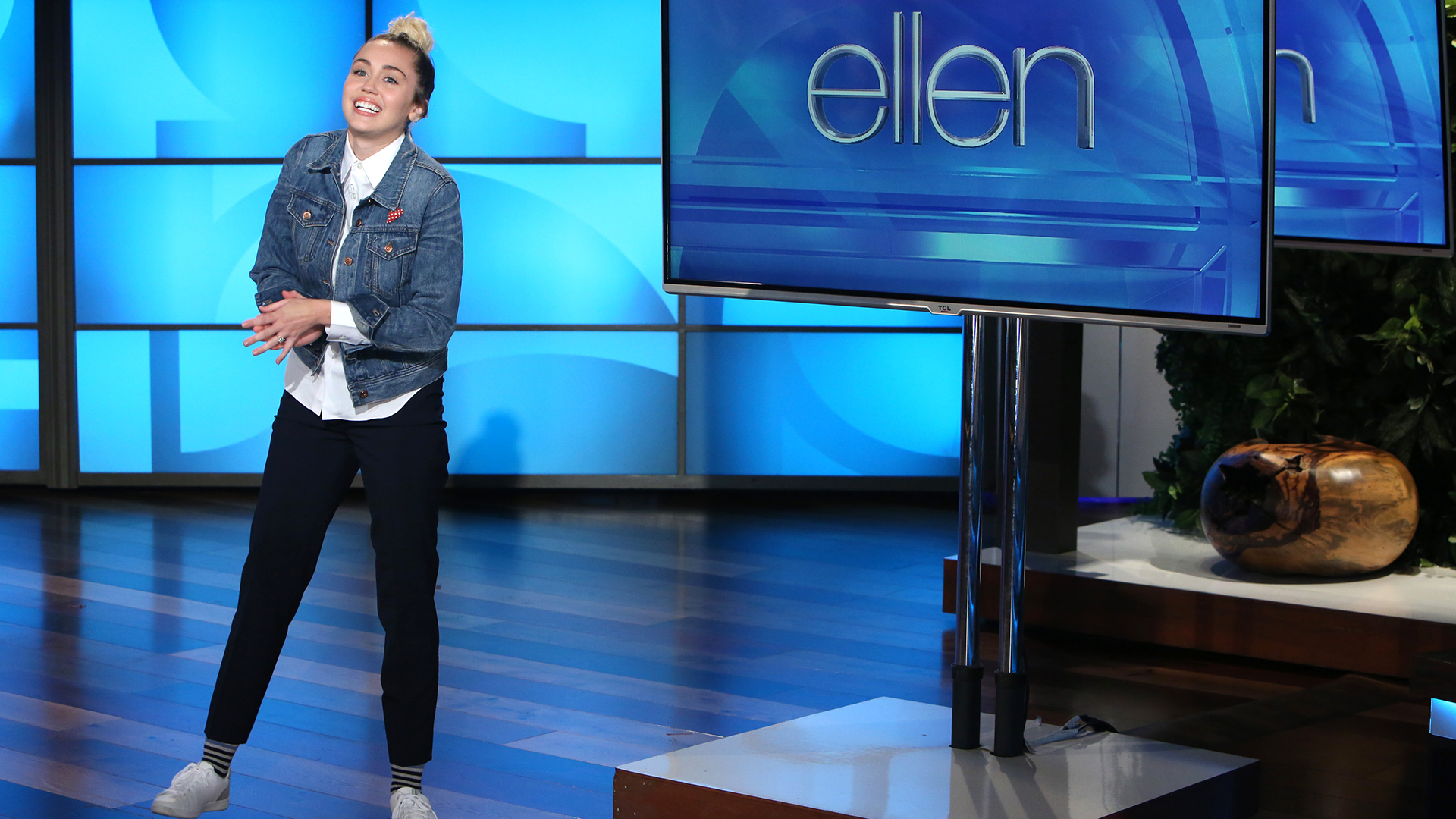 Miley cyrus is the perfect guest host for a sick ellen degeneres - Ellen show videos ...