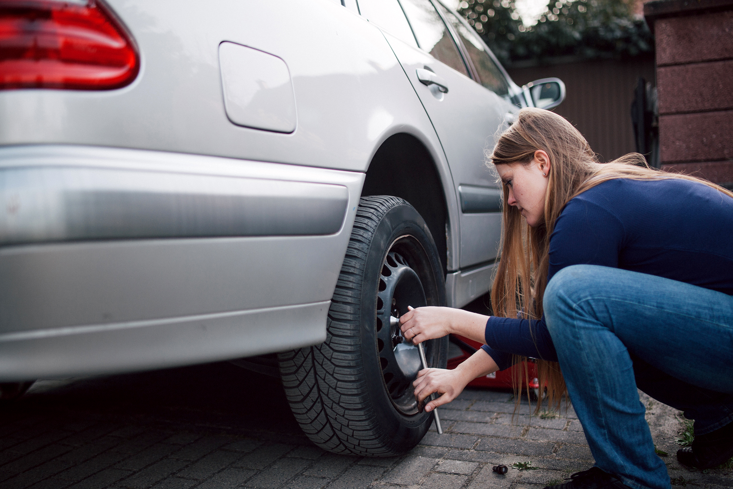 60 percent of people can't change a flat tire - but most can
