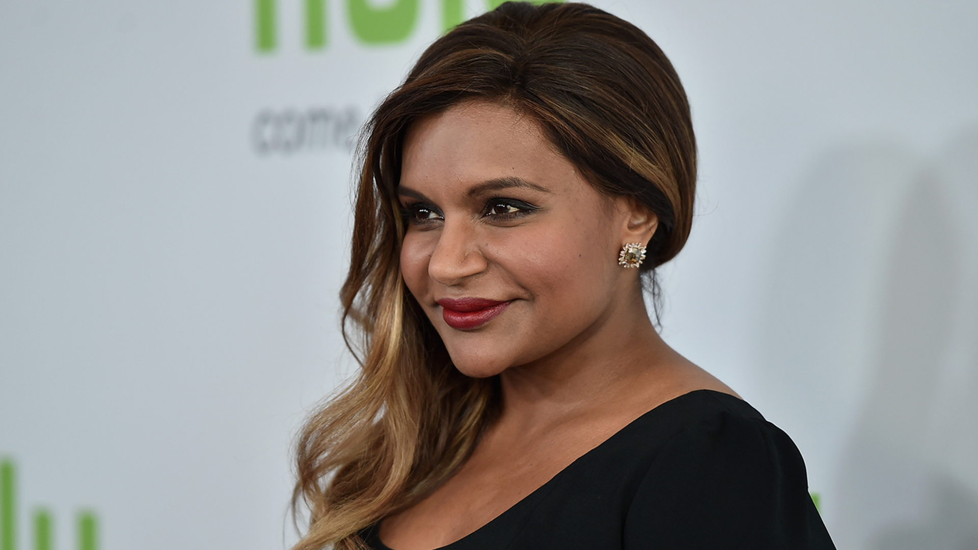 Mindy Kaling chops her hair! See her chic long bob