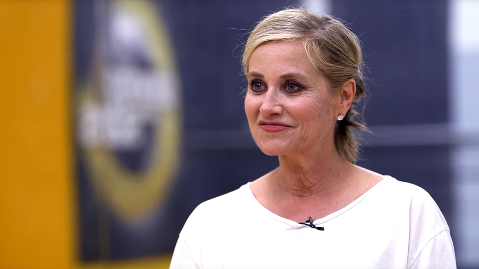 The 63-year old daughter of father (?) and mother(?) Maureen Mccormick in 2020 photo. Maureen Mccormick earned a million dollar salary - leaving the net worth at million in 2020