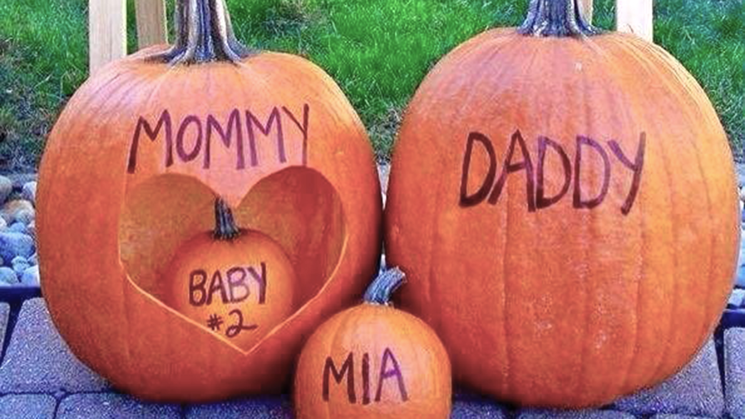 a95ab292e479 16 cute Halloween pregnancy announcement ideas