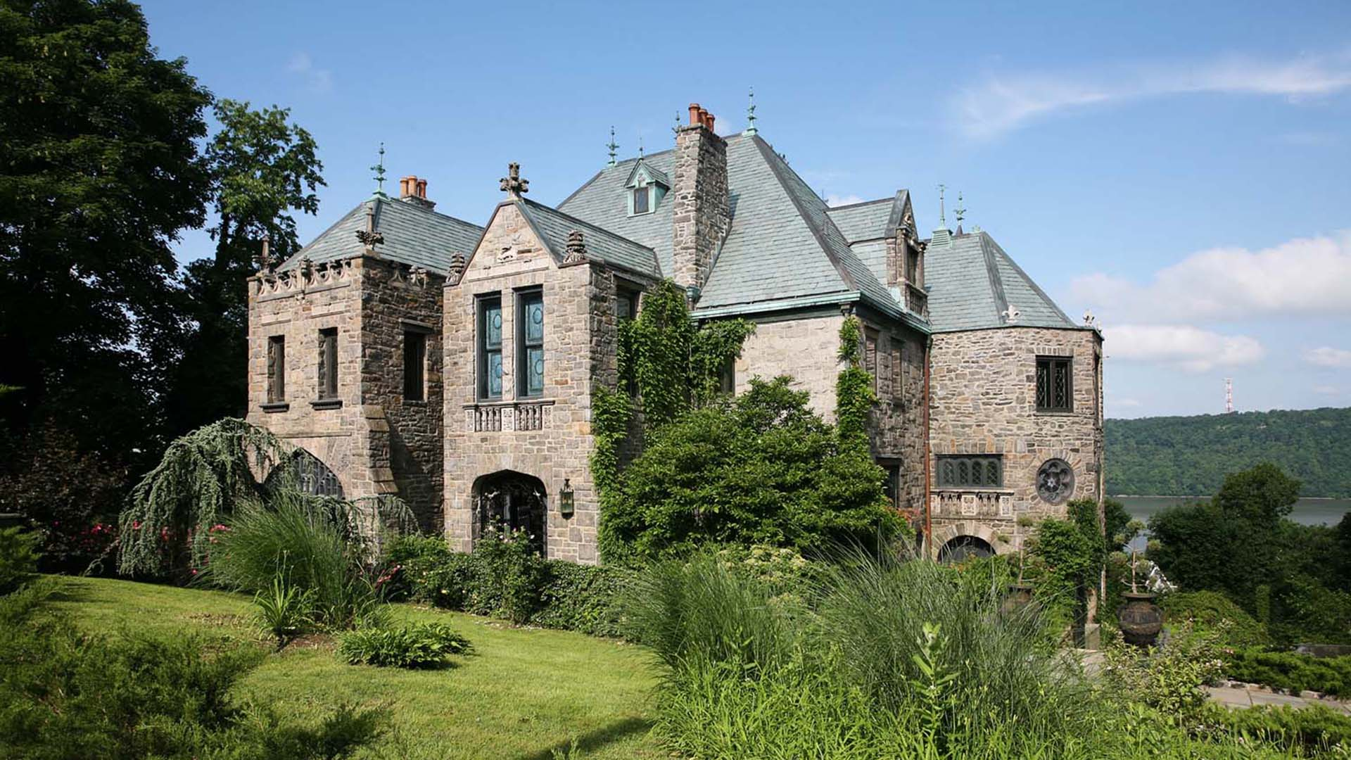 Zillow Real Estate This Castle Outside Of New York City Is For Sale Today Com