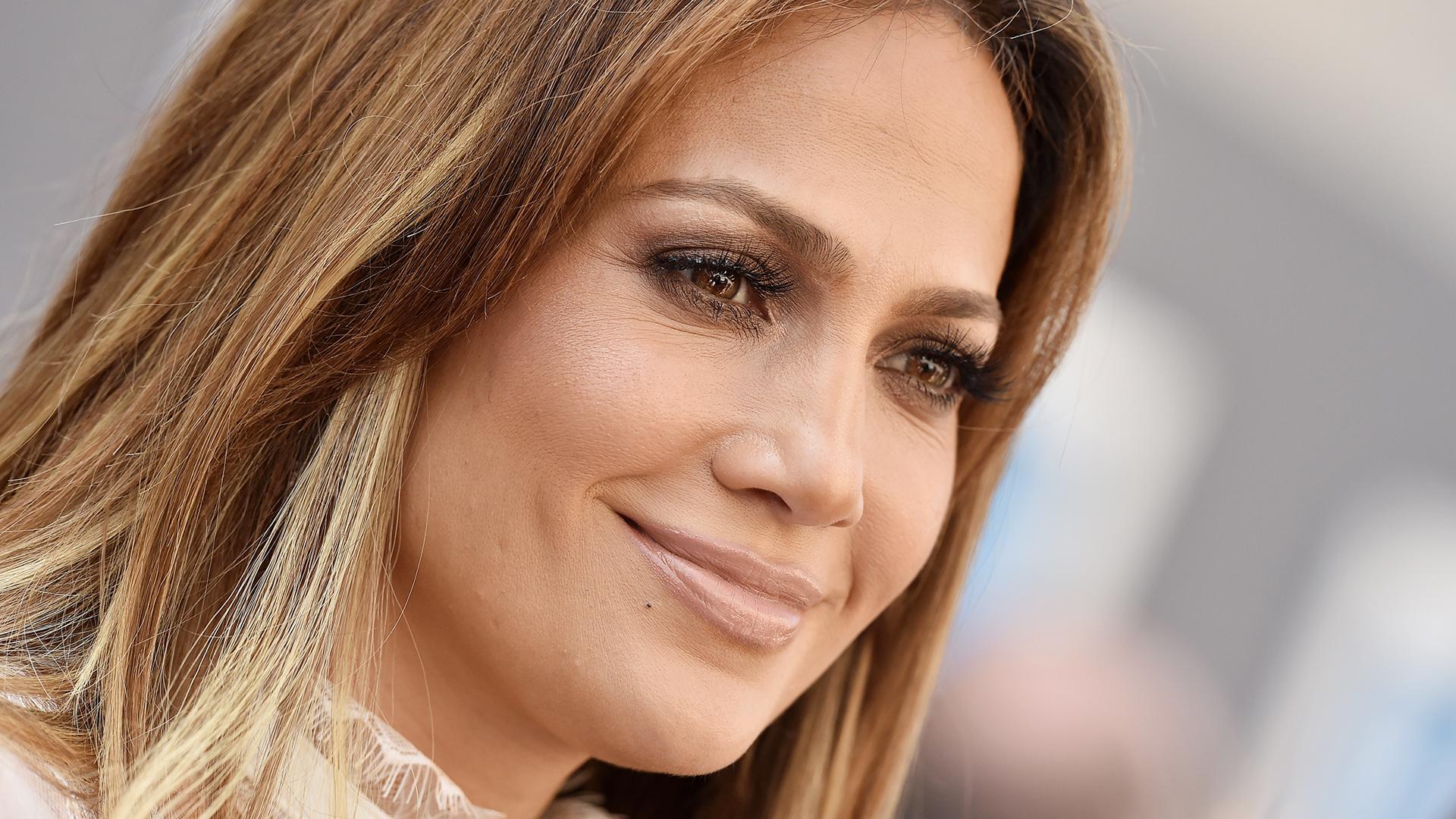 Jennifer Lopez: Jennifer Lopez Helps Launch #WorldOfDanceChallenge Ahead
