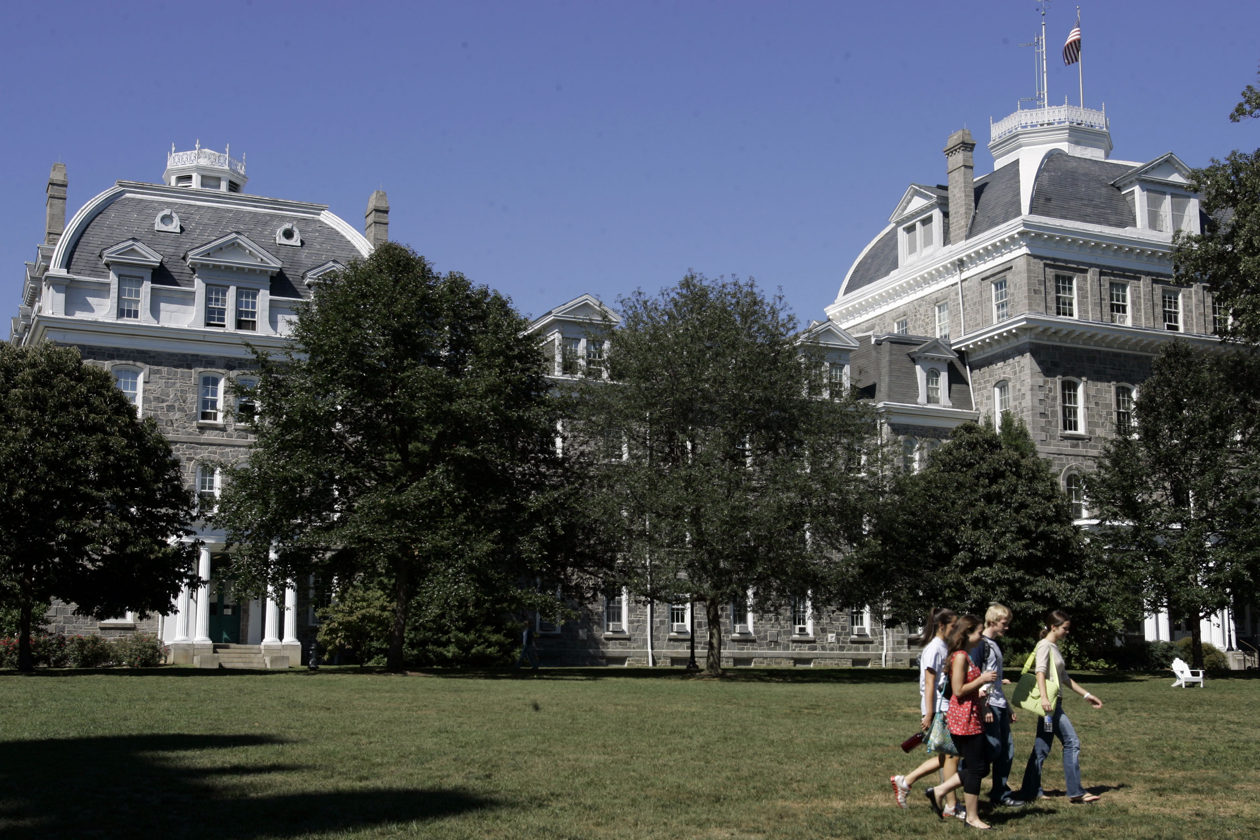 Diversifying Our Selective Colleges >> Students Of All Races Welcome First Black Presidents To Largely