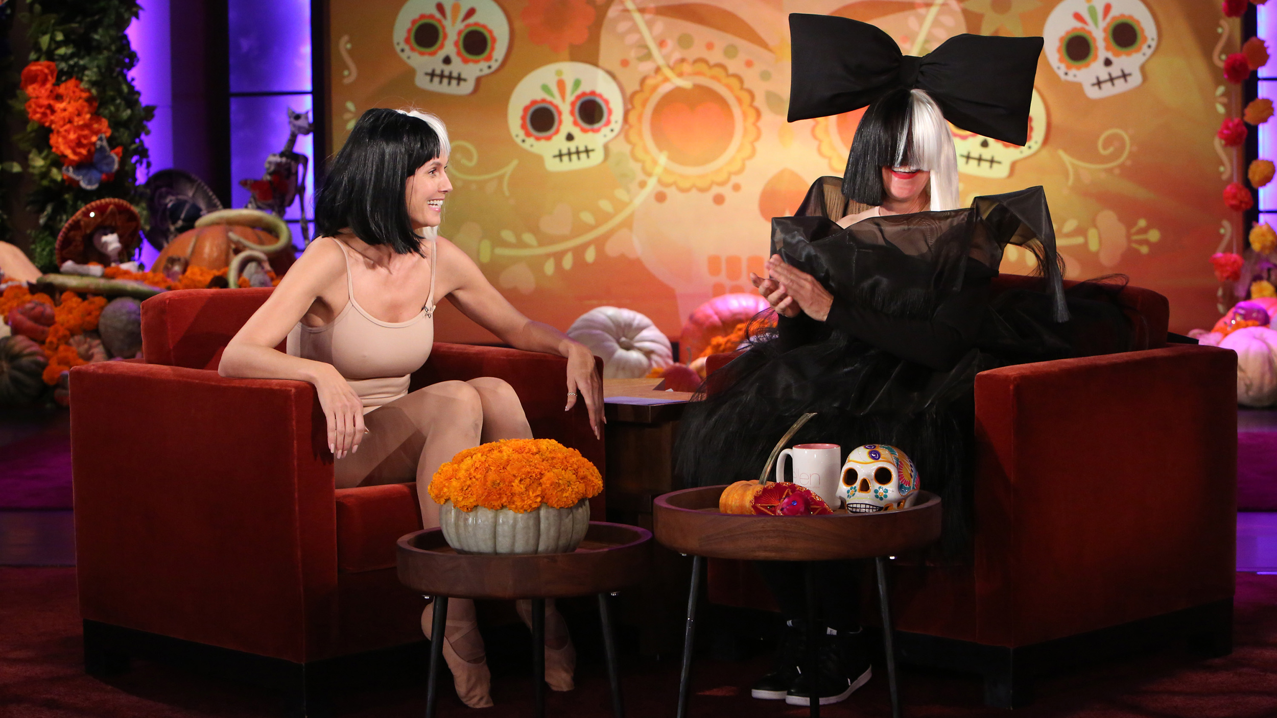 ellen degeneres and heidi klum dress as sia and maddie ziegler for halloween
