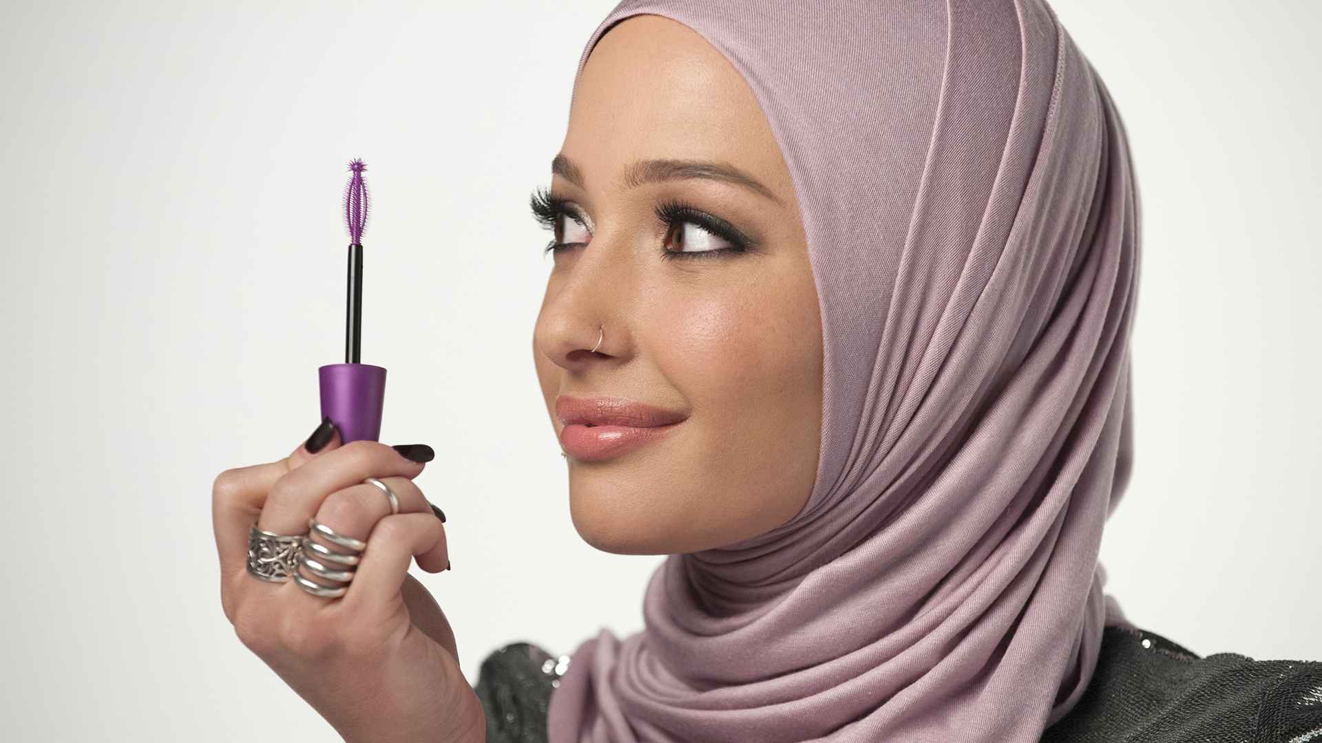 Nura Afia Is Covergirl 39 S First Muslim Ambassador
