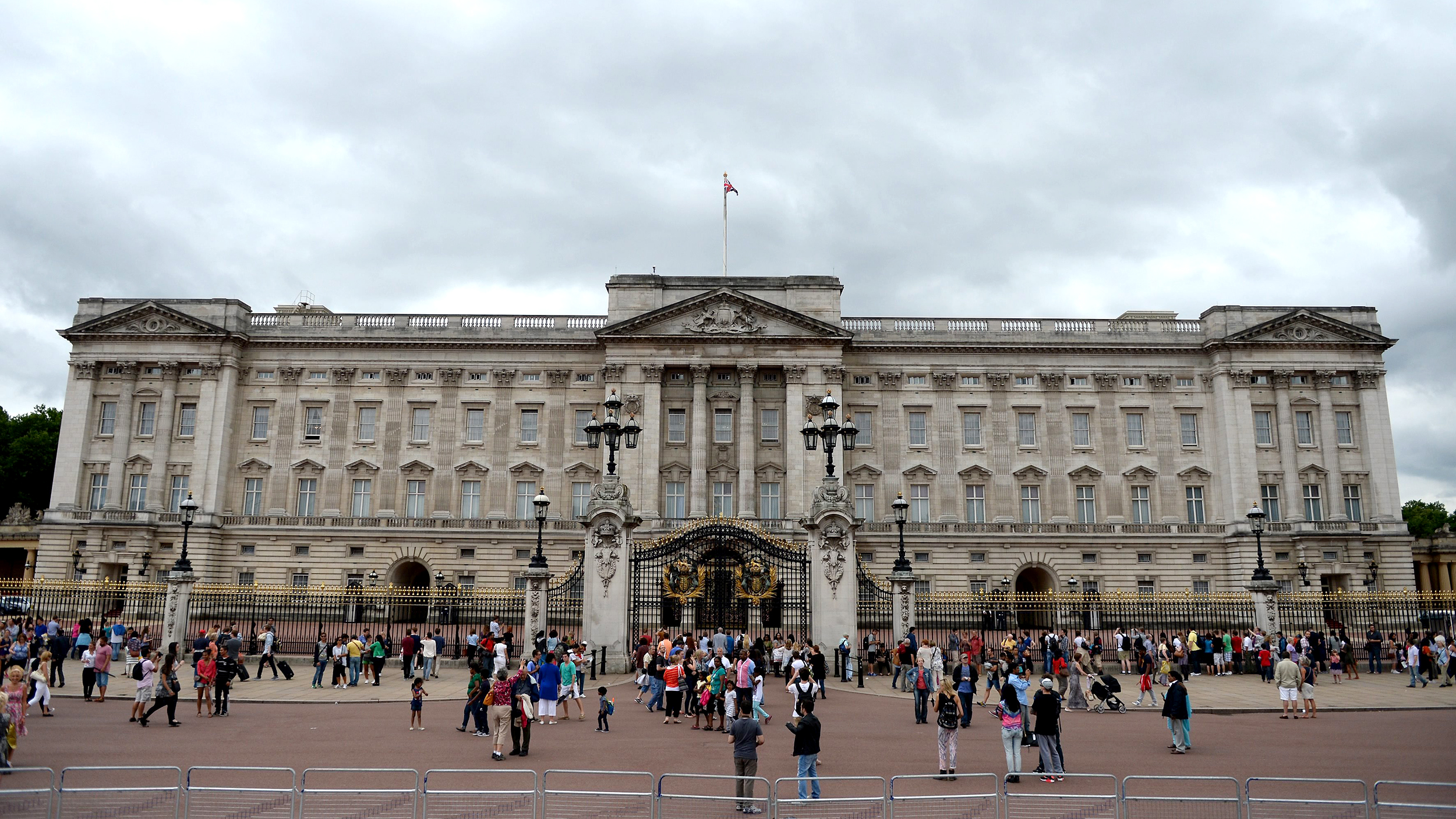 Buckingham Palace to get a  455 million renovation for  urgent repairs     TODAY com. Buckingham Palace to get a  455 million renovation for  urgent