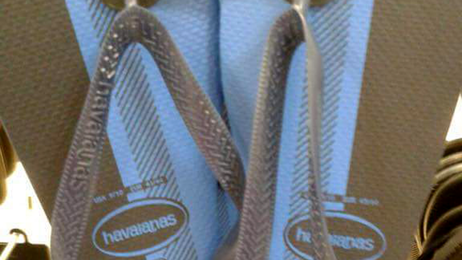 The dress debate color - The Newest Version Of The Dress What Color Are These Flip Flops Today Com