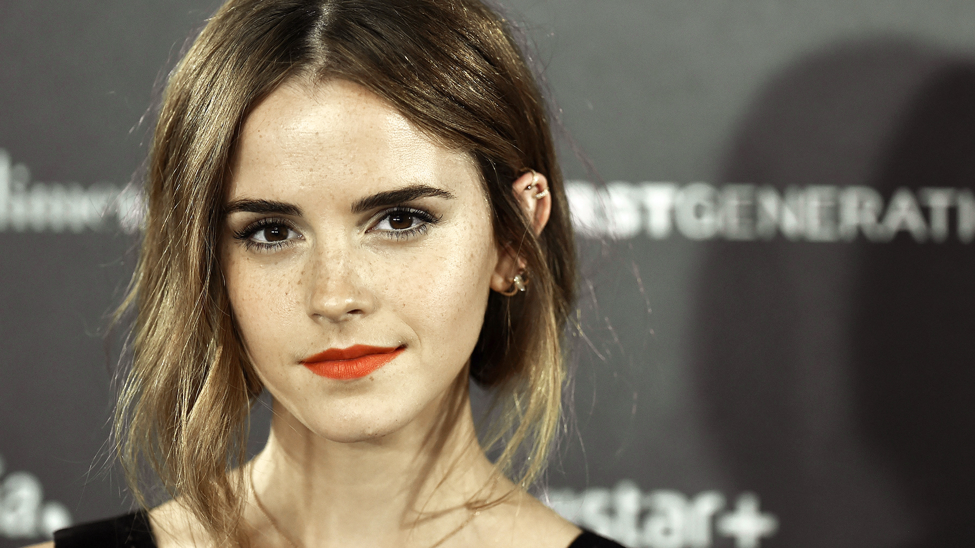 Emma Watsons Hair Is Now A Dark Brown Color See The Look