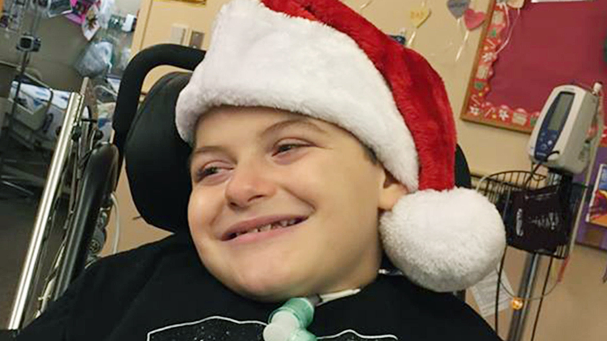 8-year-old terminally ill boy wants lots of Christmas cards