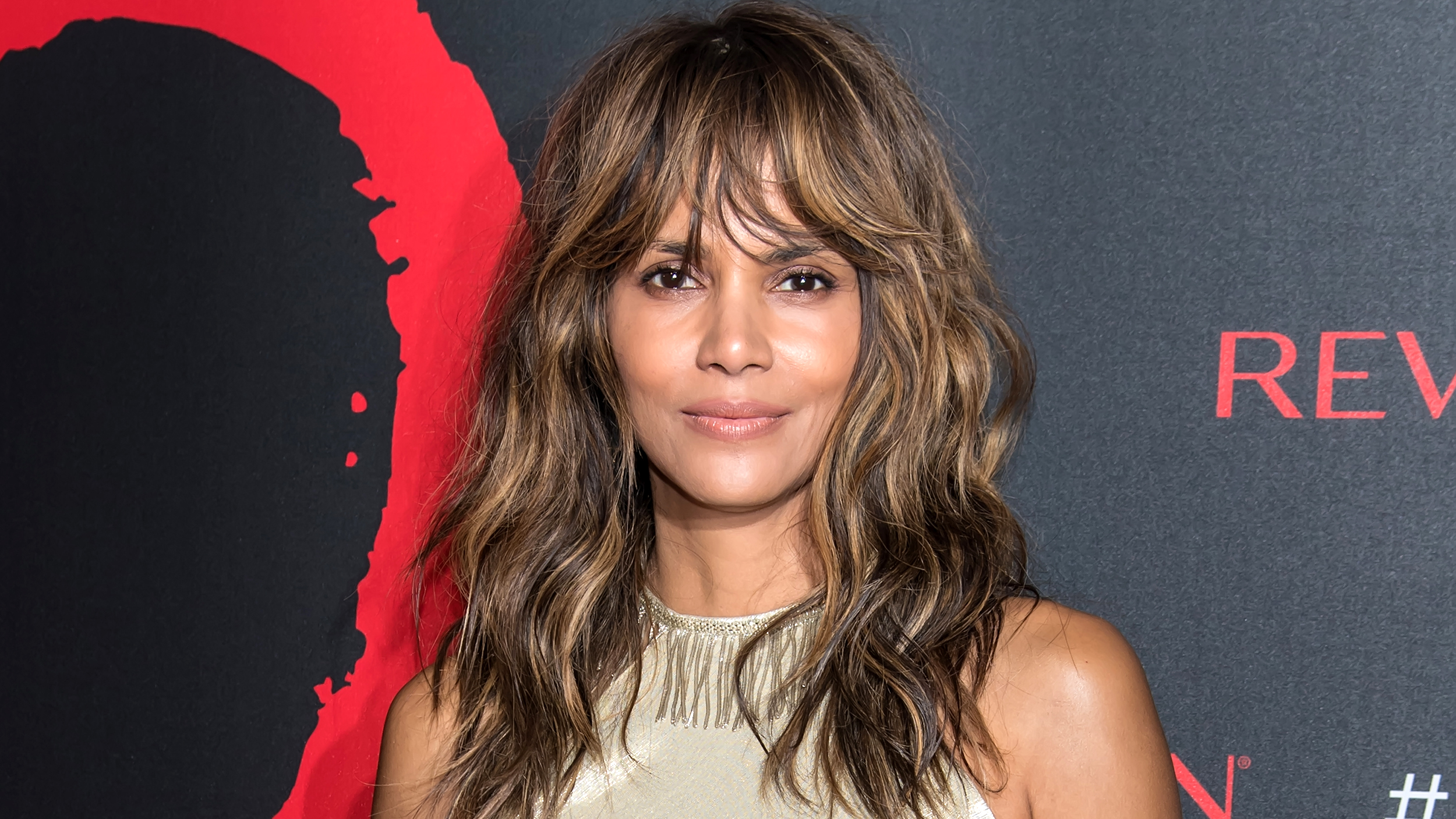 Halle Berry S Hair Is A Short Pixie Cut Again Today Com
