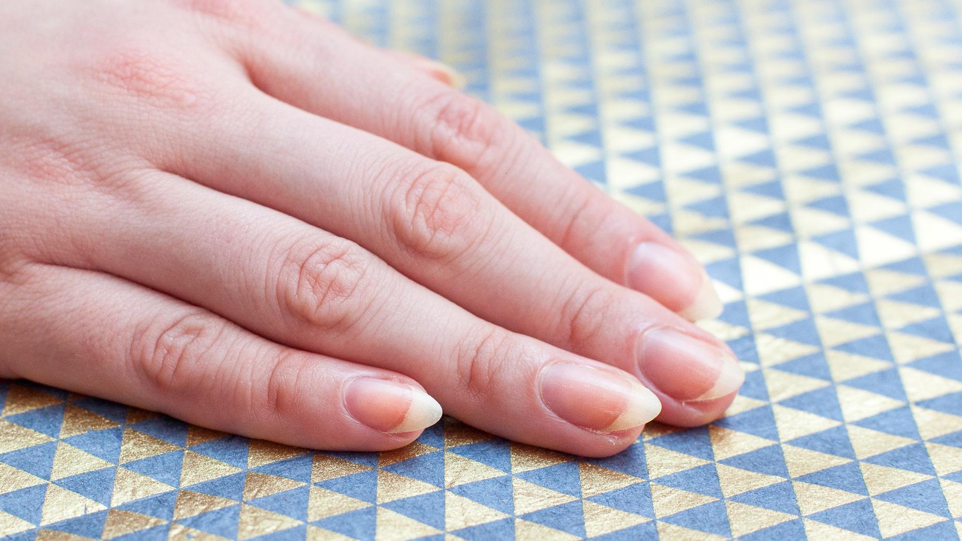 How to create an almond nail shape