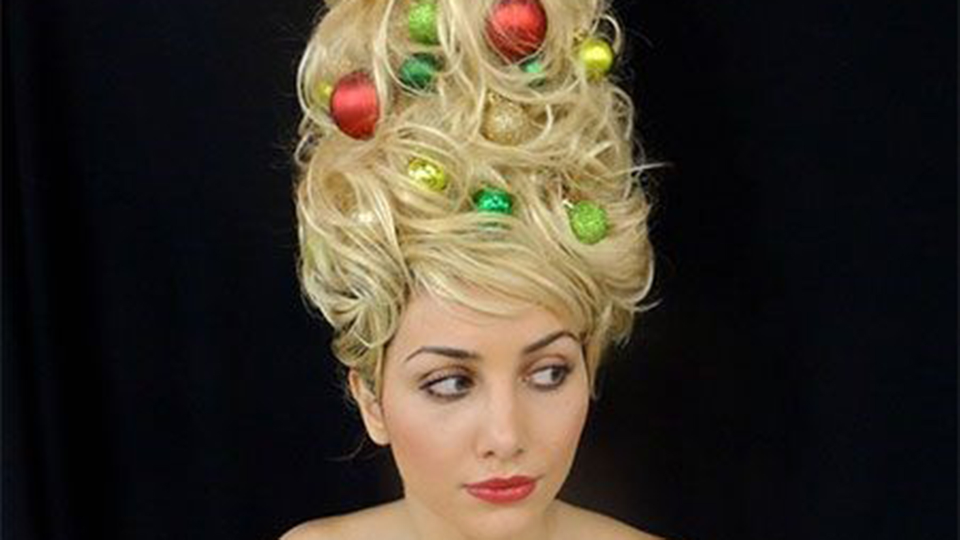 Christmas Tree Hair Is The New Holiday Trend
