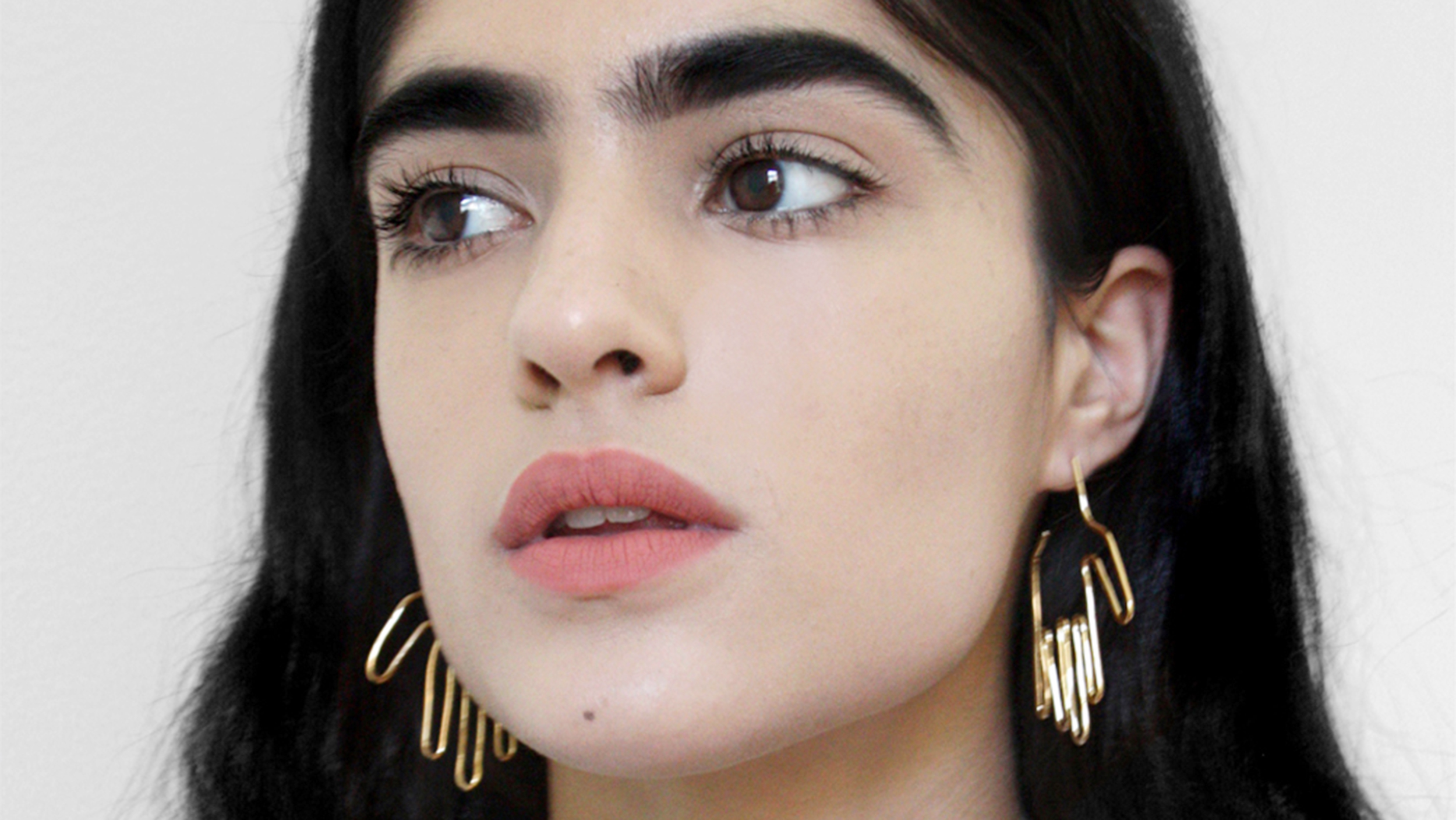 Model Natalia Castellar Calvani On Learning To Love Her Bold Eyebrows