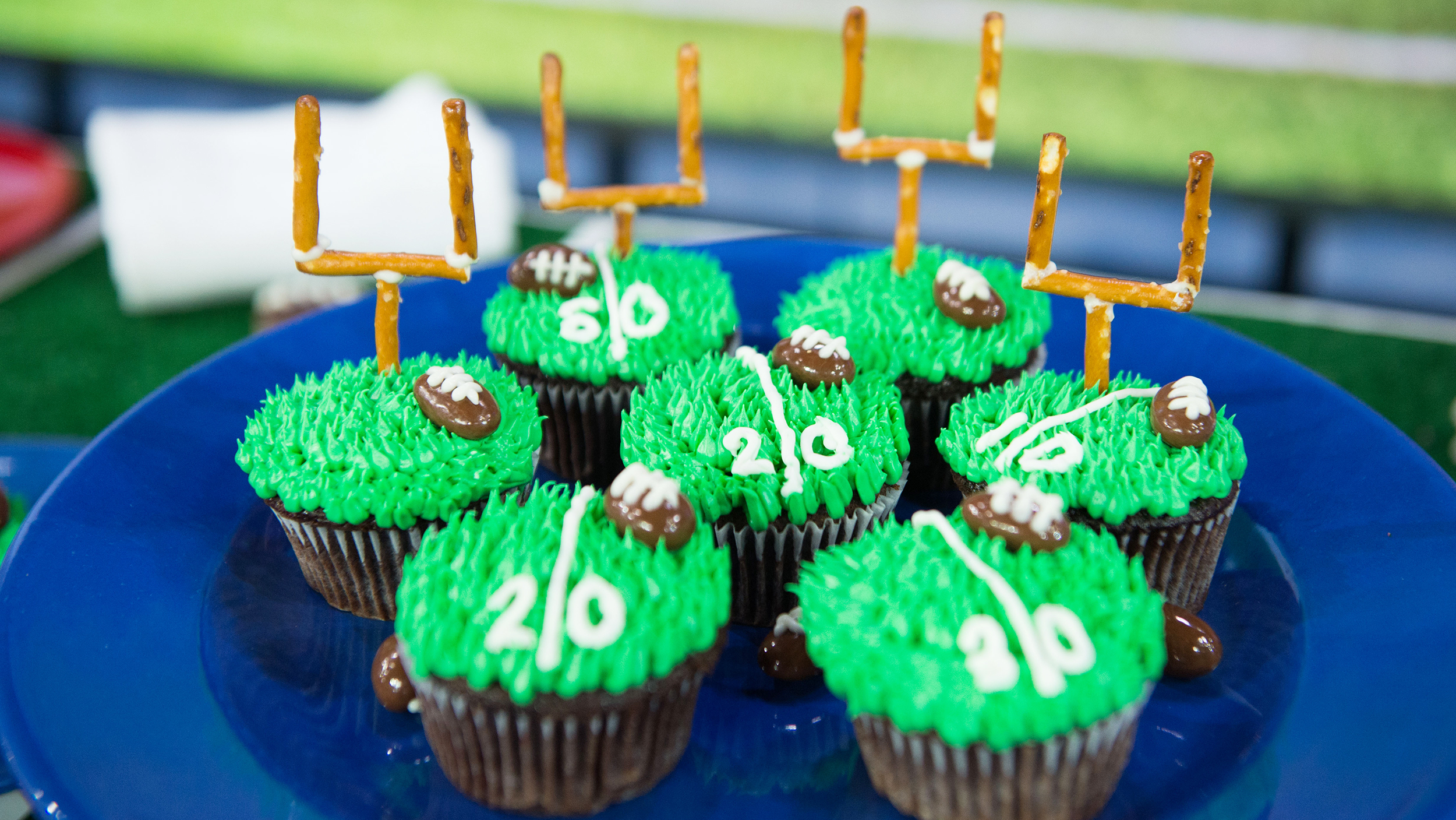 How To Make A Football Cake From Cupcakes