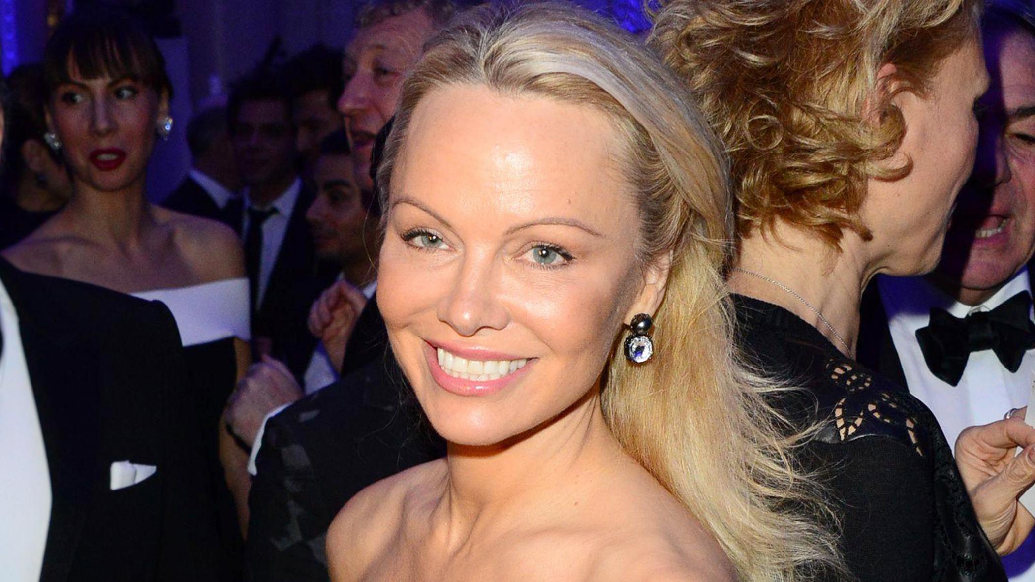 sex Pamela Anderson bombay bar sex