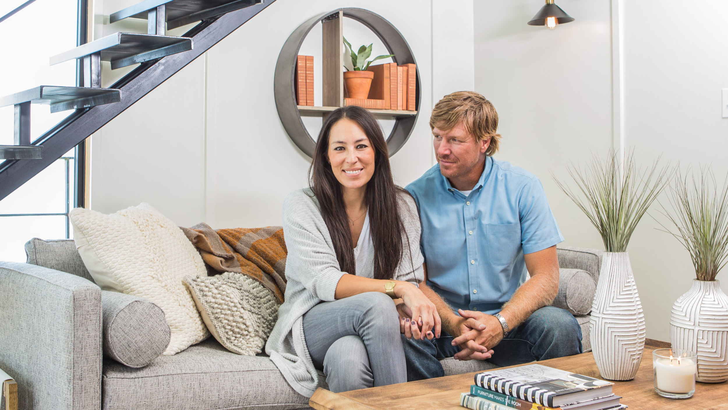 chip and joanna gaines fix up a rundown houseboat. Black Bedroom Furniture Sets. Home Design Ideas