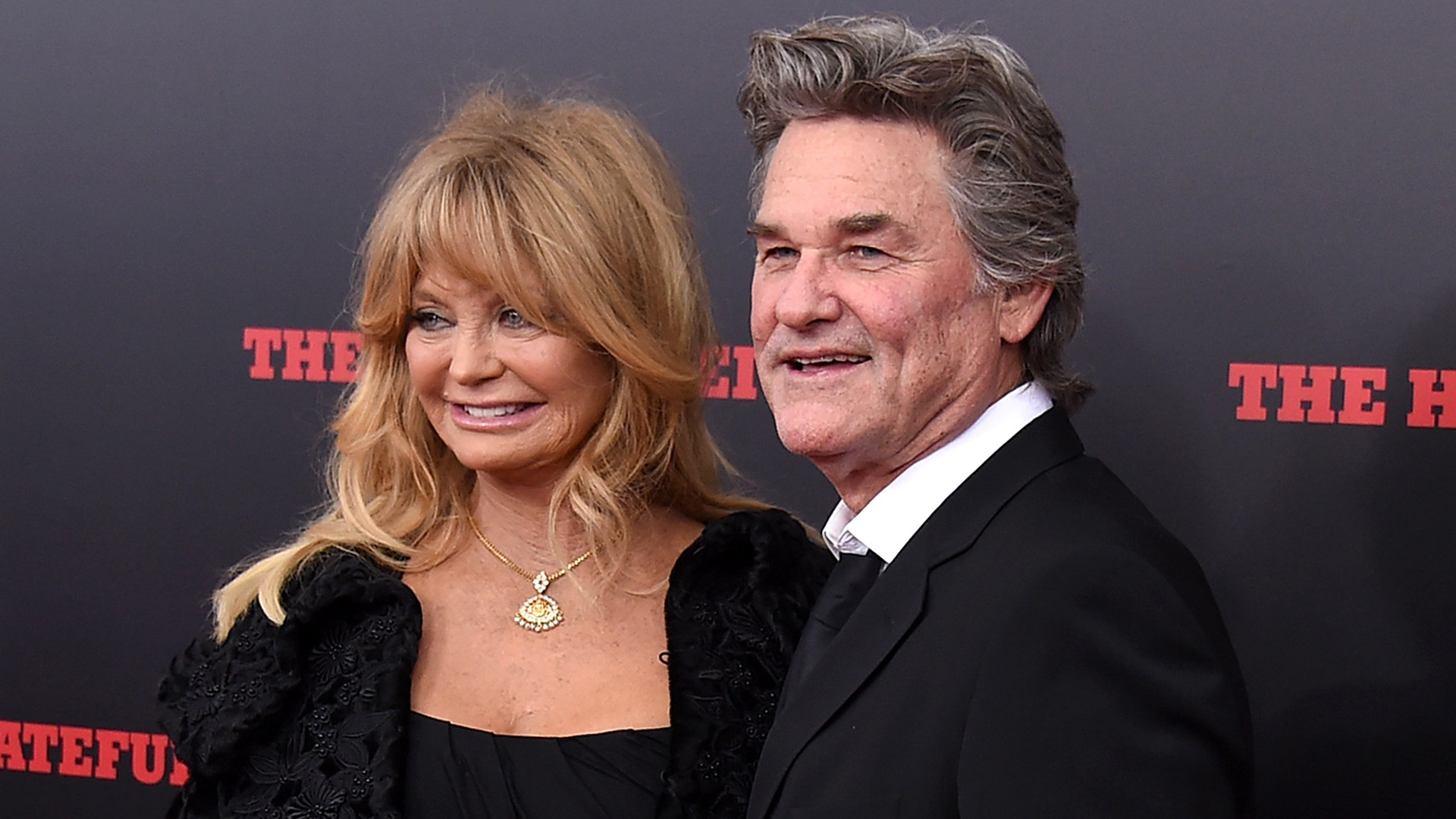 kate hudson salutes goldie hawn and kurt russell on 34th