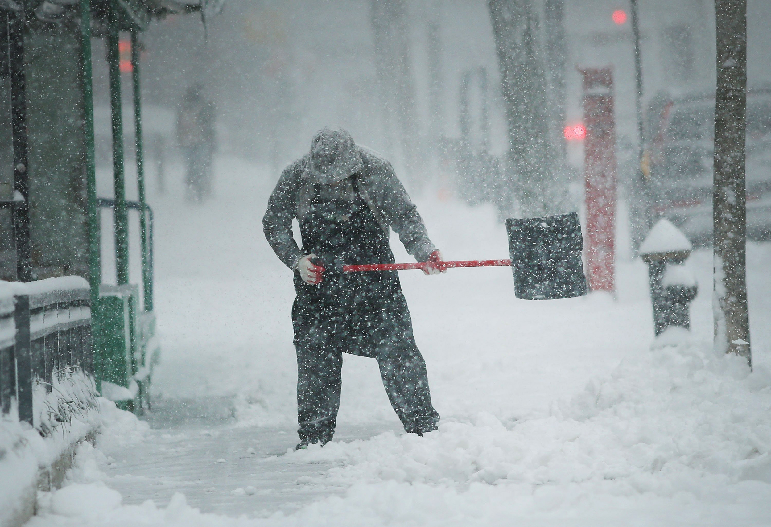 Shoveling Snow Can Kill Men, Canadian Study Finds