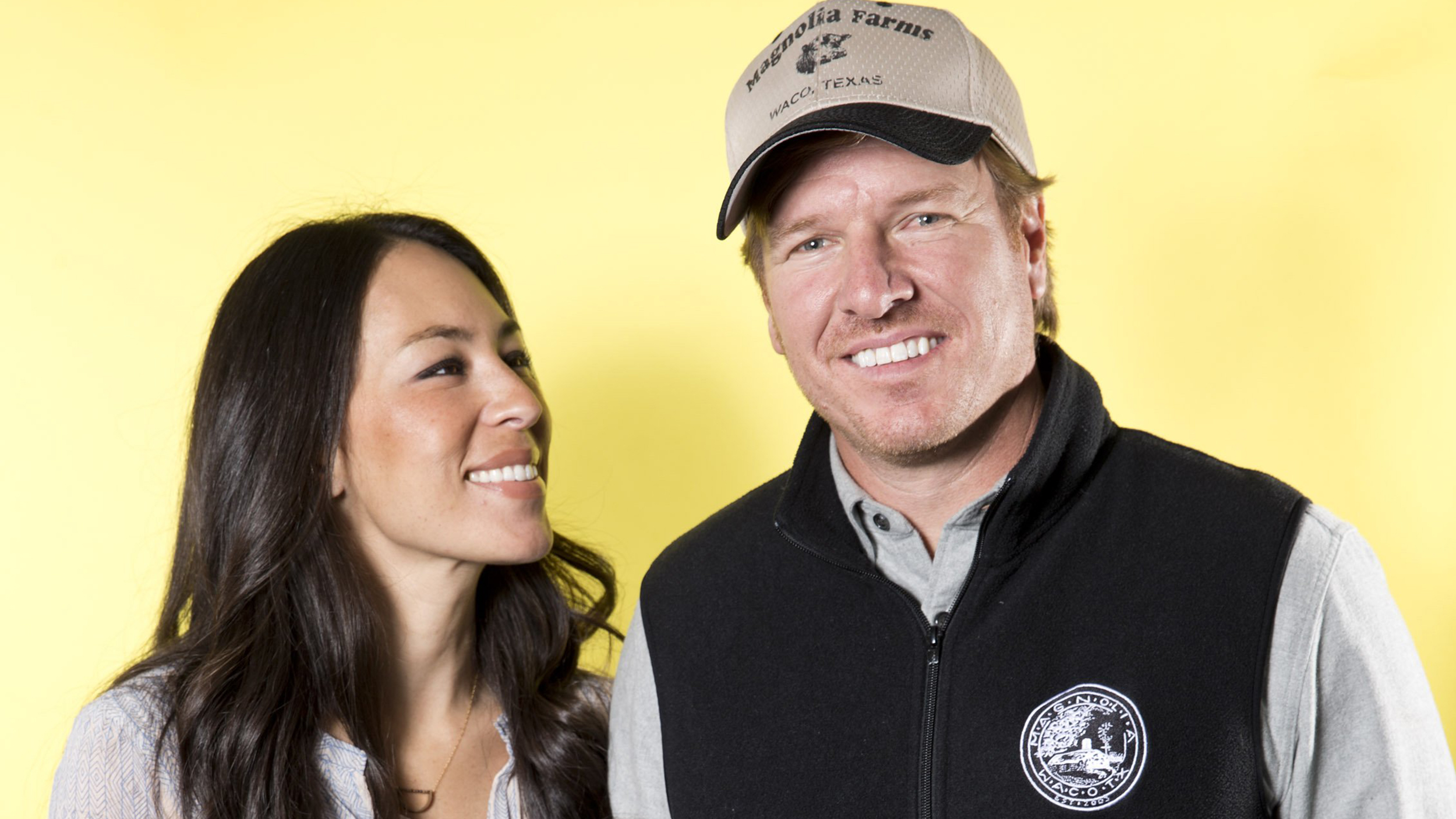 39 fixer upper 39 star chip gaines shuts down divorce rumors. Black Bedroom Furniture Sets. Home Design Ideas