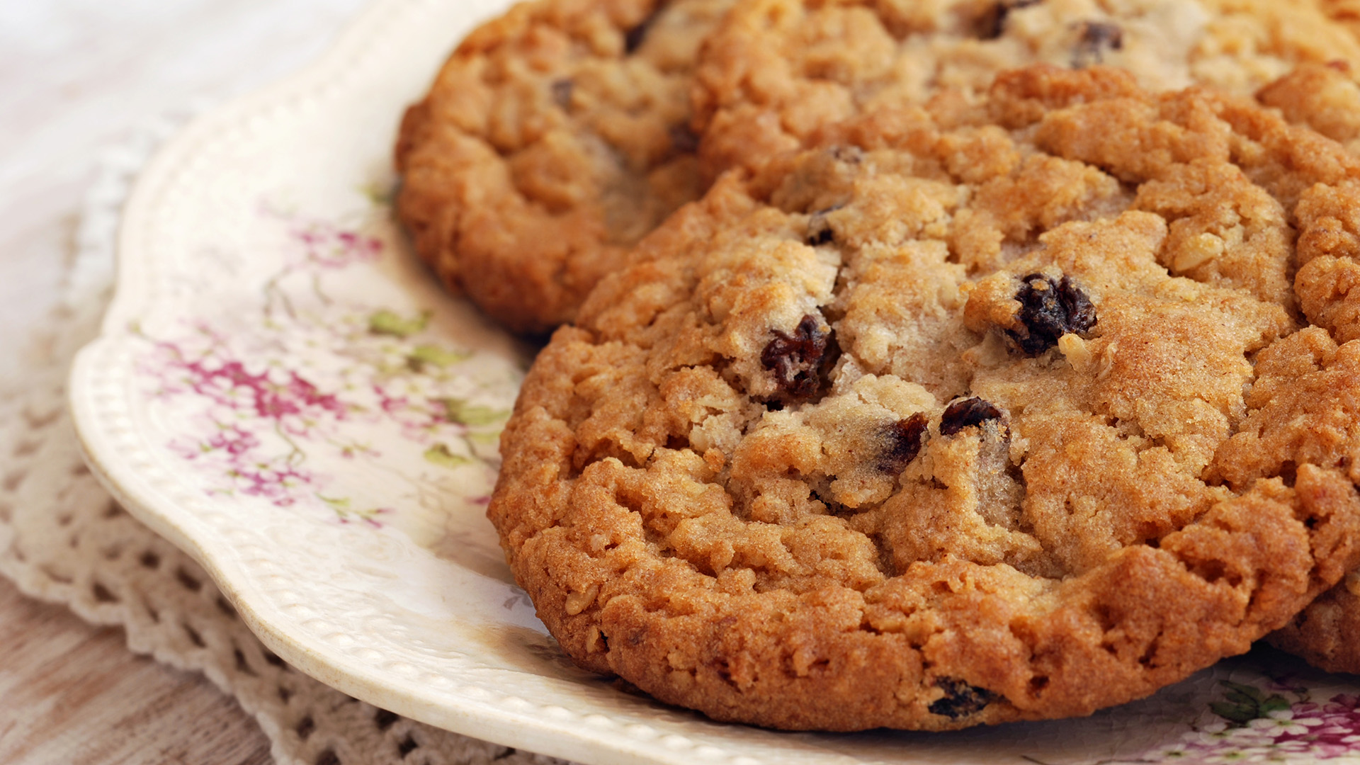 Healthy Low Calorie Oatmeal Chocolate Chip Cookies