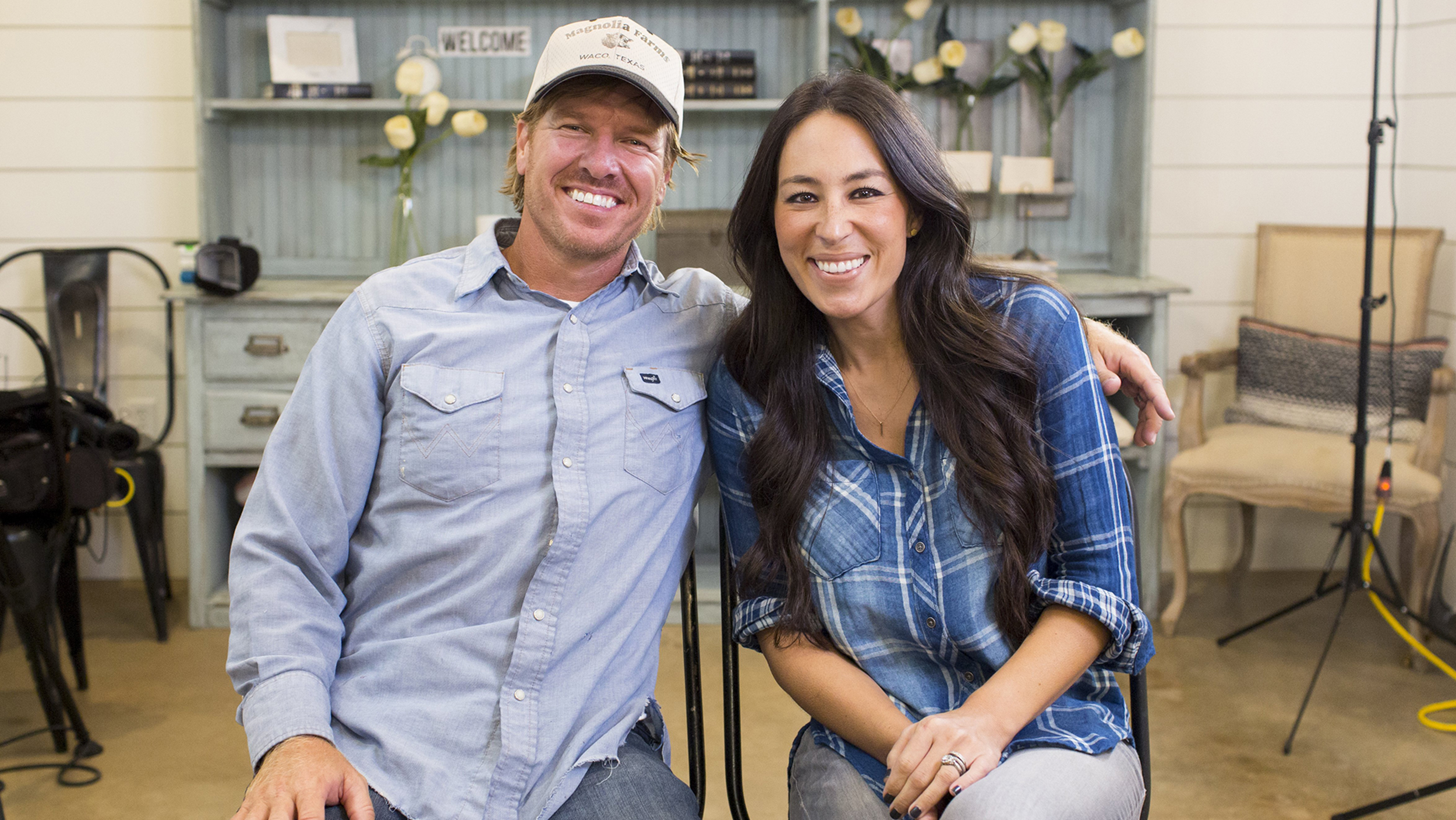joanna gaines addresses rumor that she 39 s leaving 39 fixer upper 39. Black Bedroom Furniture Sets. Home Design Ideas