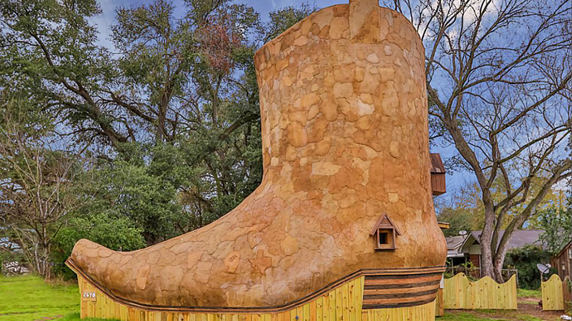 Cowboy Boot House For Rent Today Com