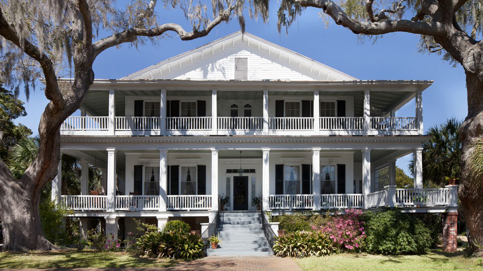 39 the big chill 39 house in south carolina was recently sold. Black Bedroom Furniture Sets. Home Design Ideas