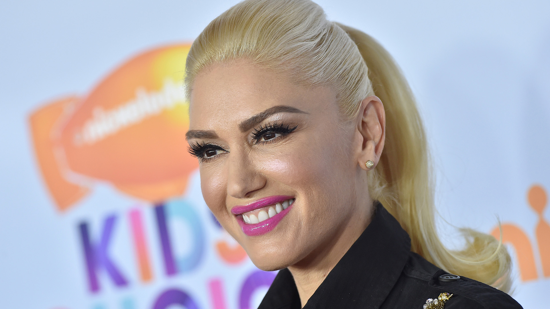 Gwen Stefanis Newest Hair Style Bangs