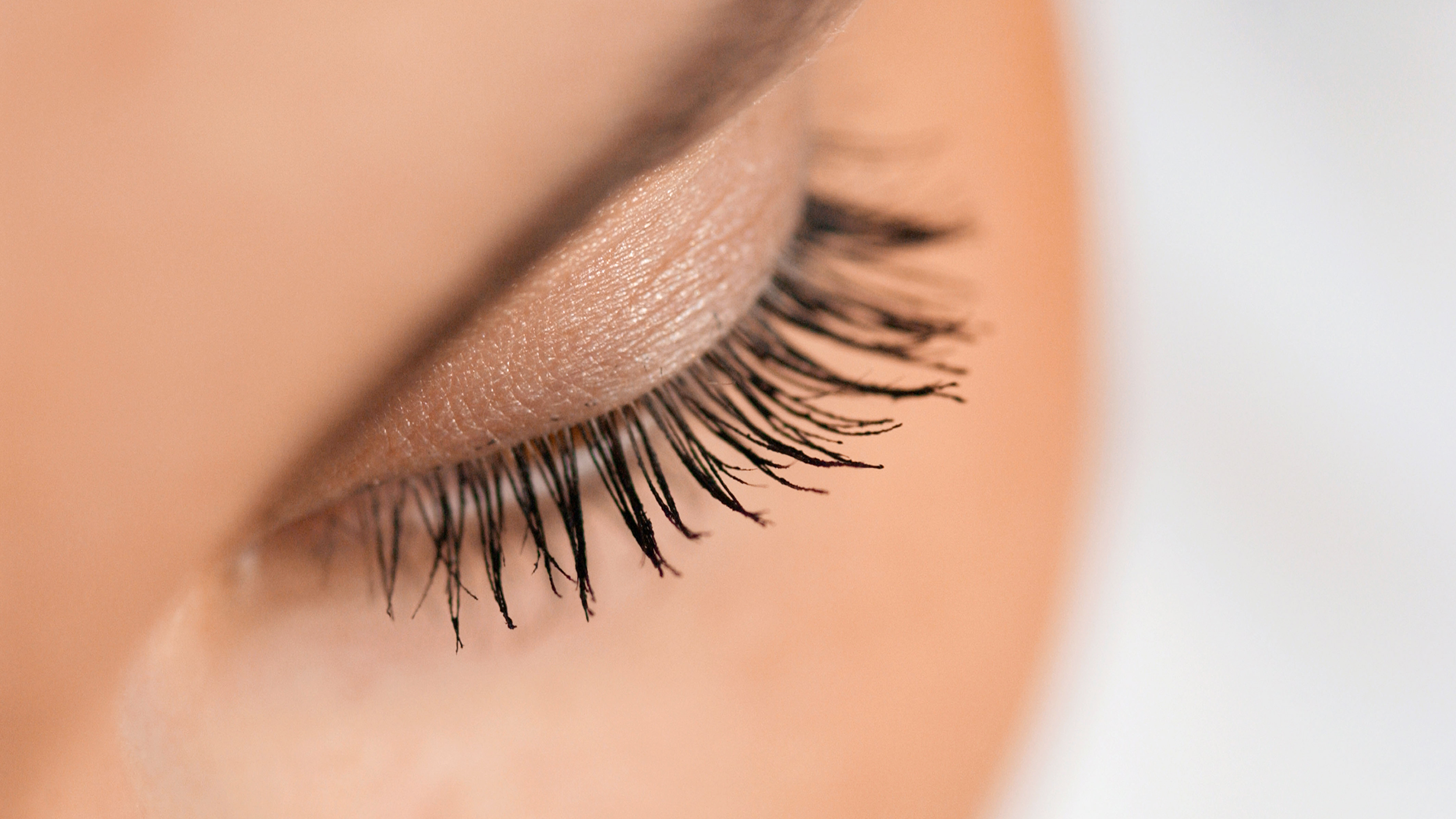 a859ecc6623 How to apply fake eye lashes: Glue-on, magnetic, semi-permanent