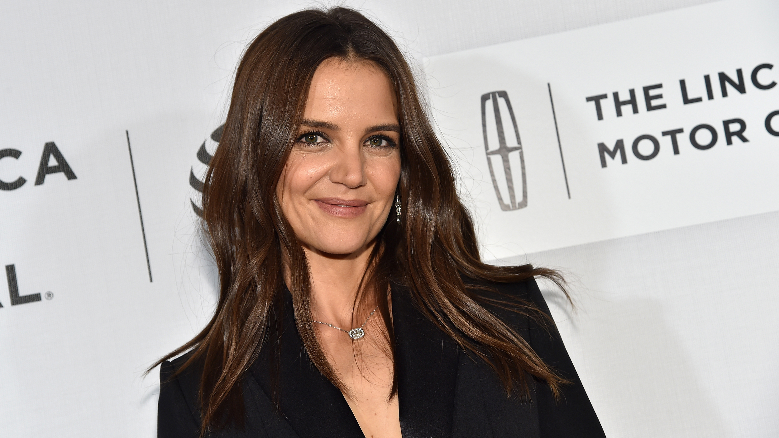 Katie Holmes Has A New Short Haircut See The Gorgeous Look