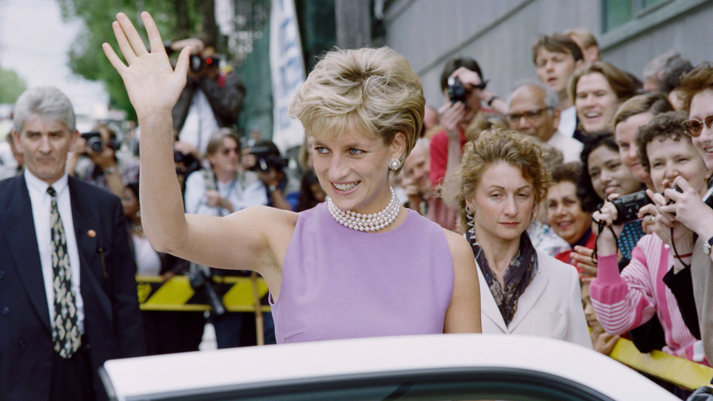 sam mcknight on creating princess diana s iconic haircut https www today com style sam mcknight creating princess diana s iconic haircut t110949