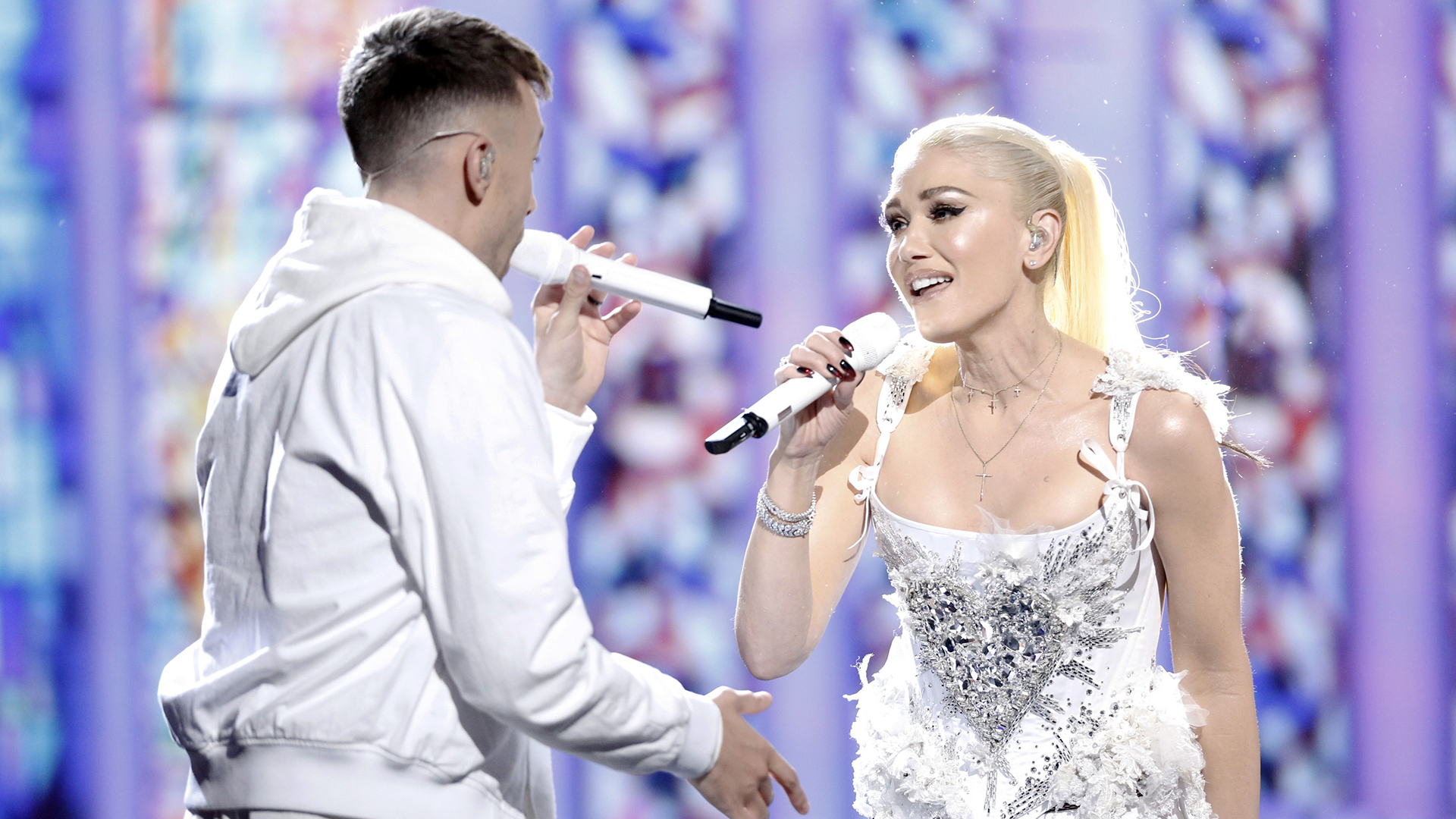 Gwen Stefani and Blake Shelton surprised fans with a duet