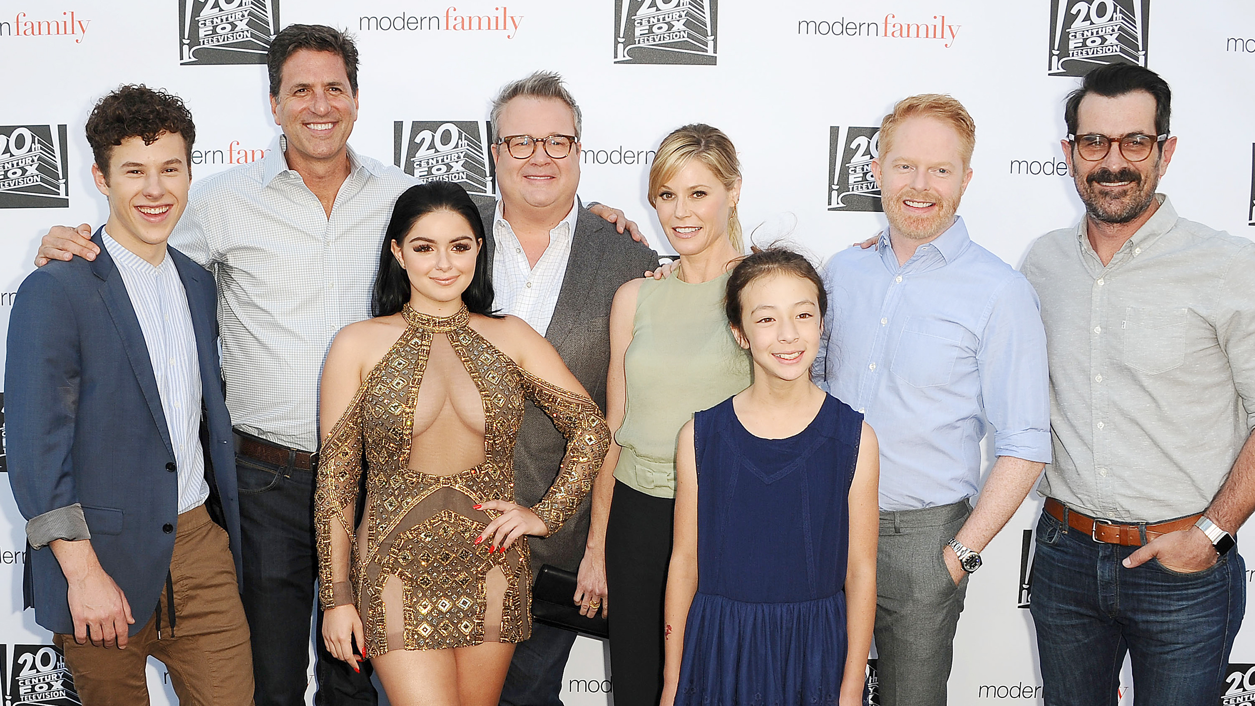 the modern family Metacritic tv reviews, modern family, the pritchett family are being filmed for a documentary in this mockumentary of the extended family which includes patriarch jay, his sec.