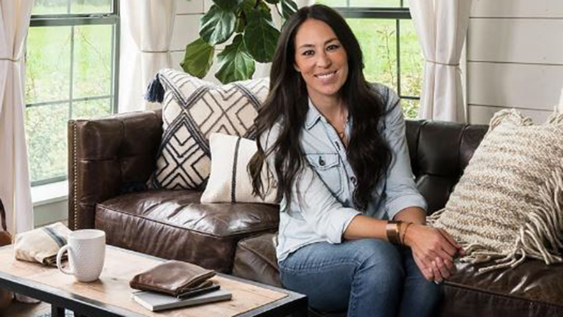 This Is The Uniform Joanna Gaines Wears Every Day